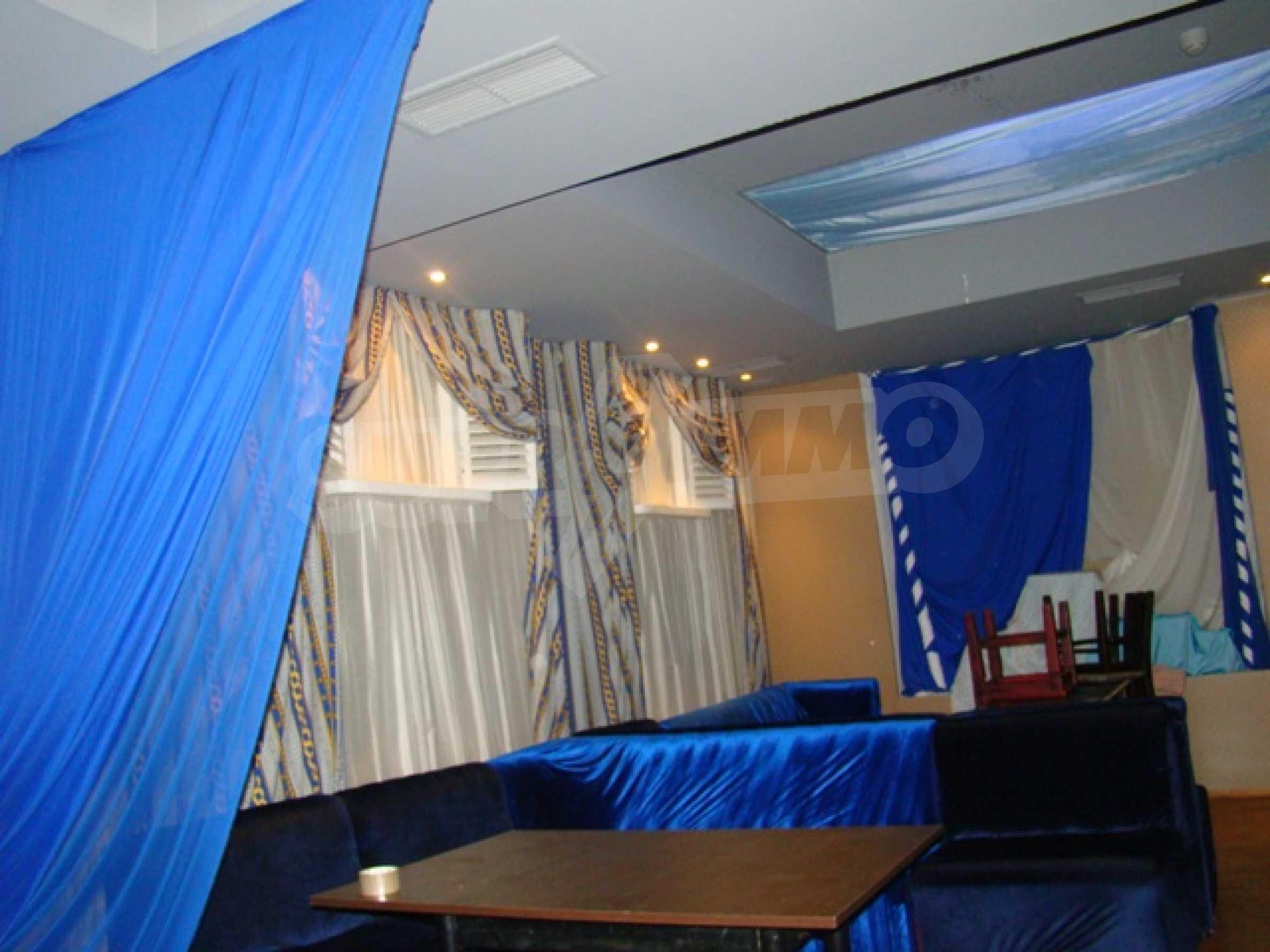 Обустроенный ночной клуб в центре Софии 32
