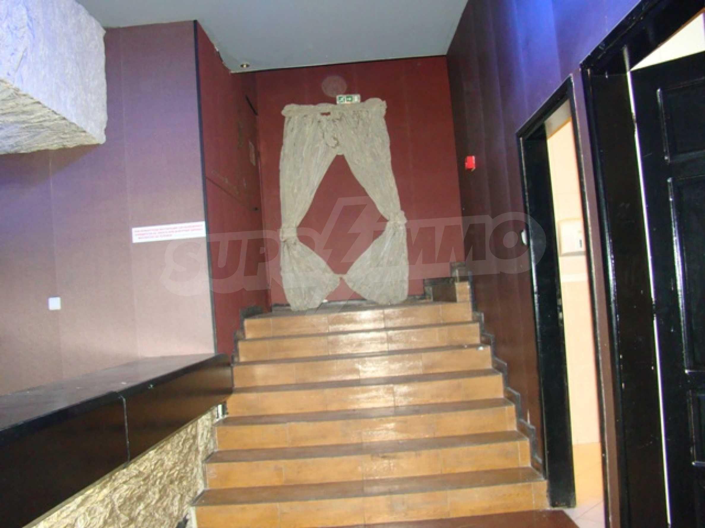 Обустроенный ночной клуб в центре Софии 33