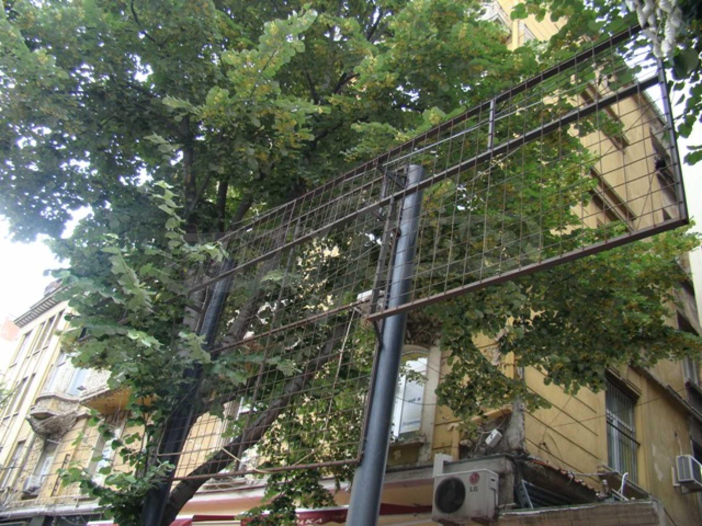 Обустроенный ночной клуб в центре Софии 5