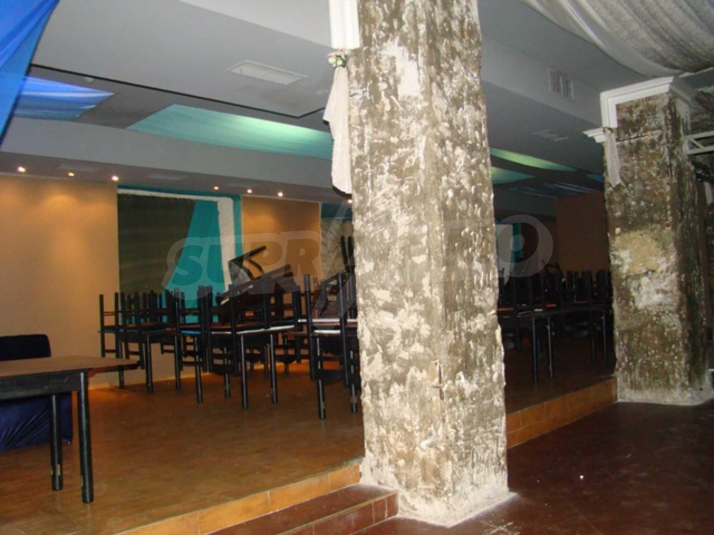 Обустроенный ночной клуб в центре Софии 7