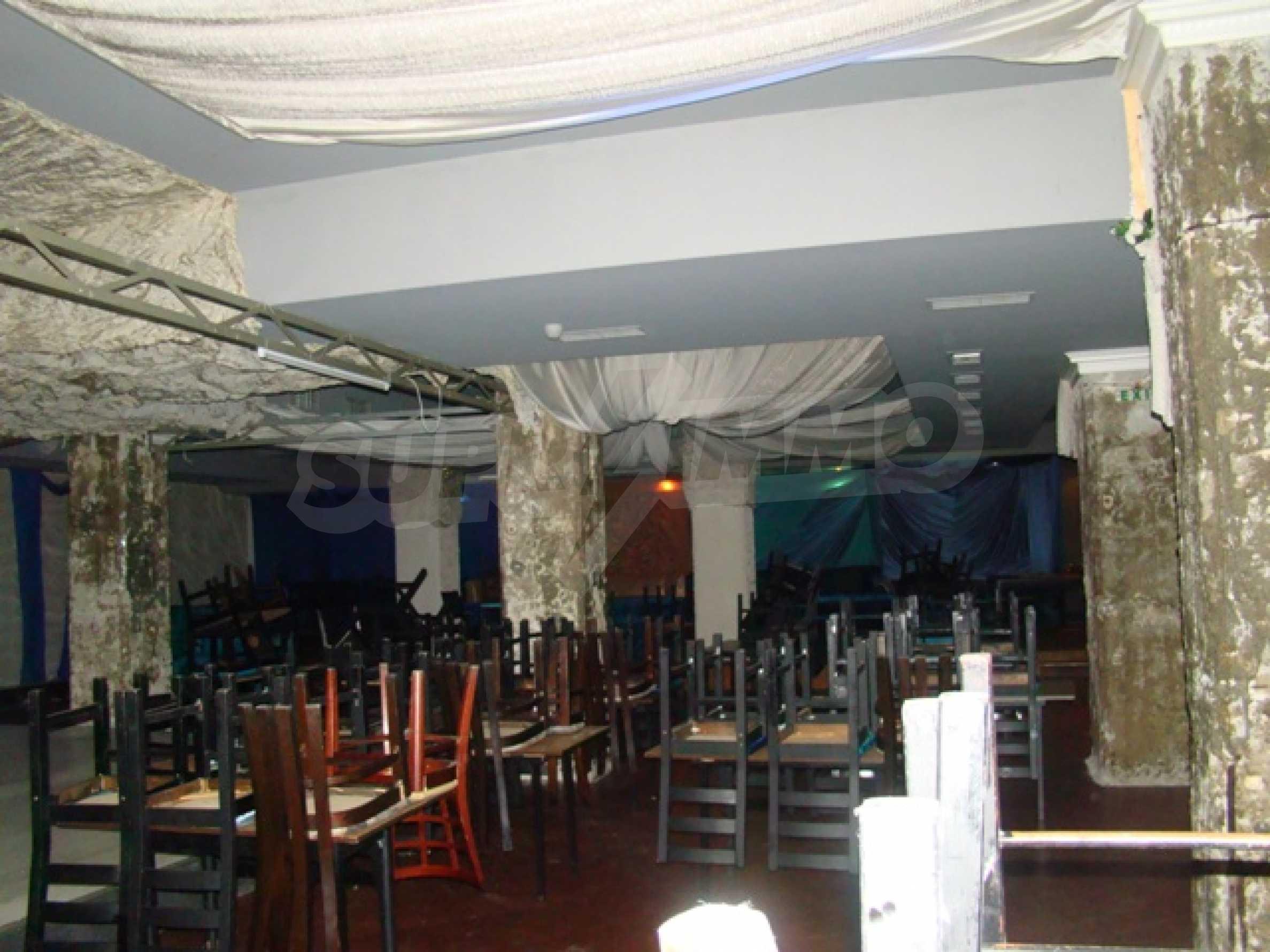Обустроенный ночной клуб в центре Софии 8