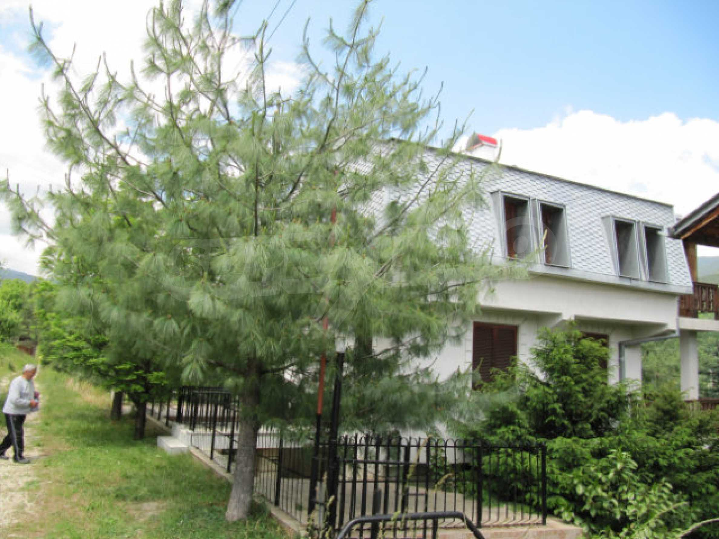 Трехэтажный дом недалеко от курорта Пампорово 1