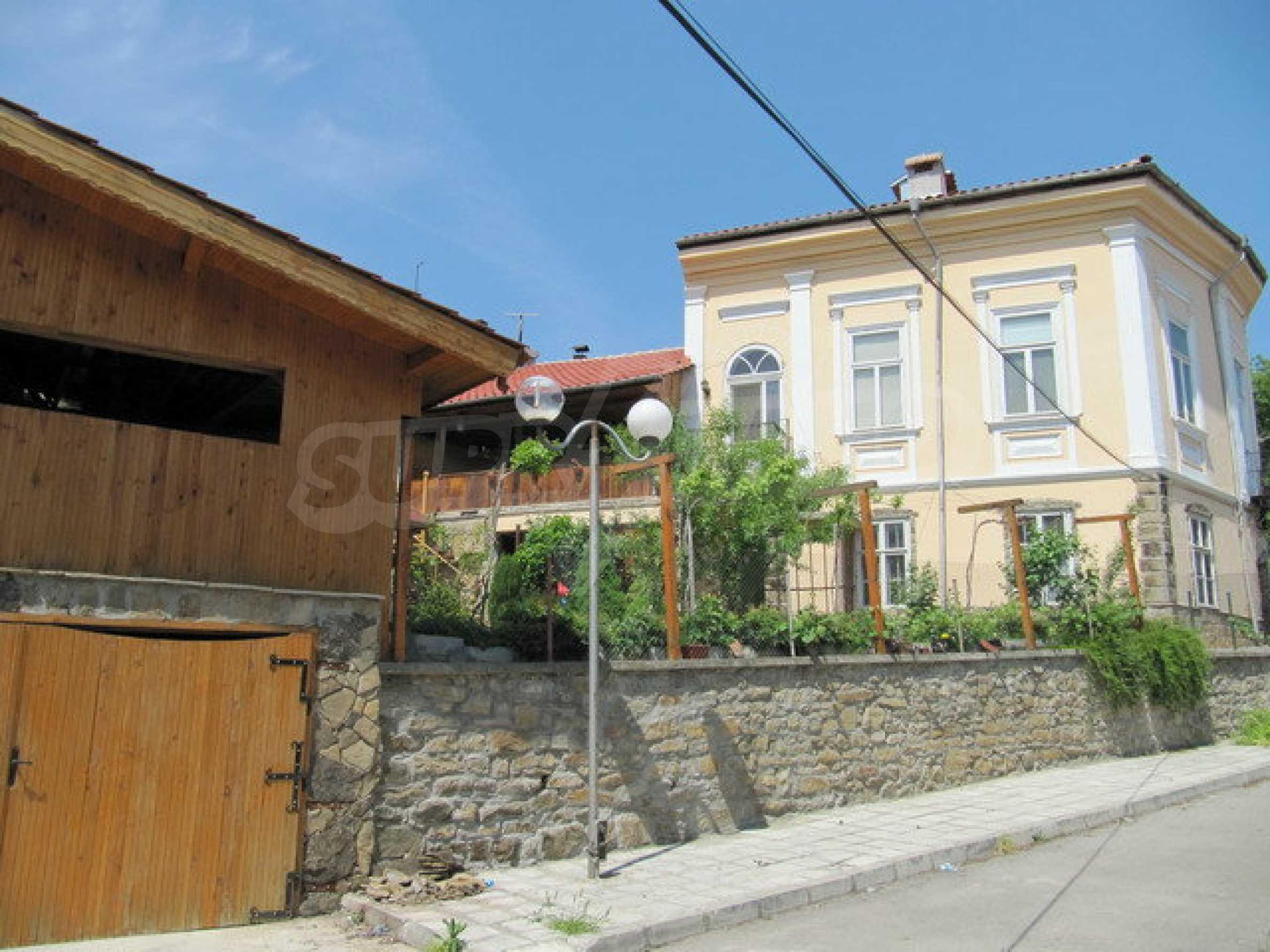 Дом с цветочным магазином и кафе в городе Дряново