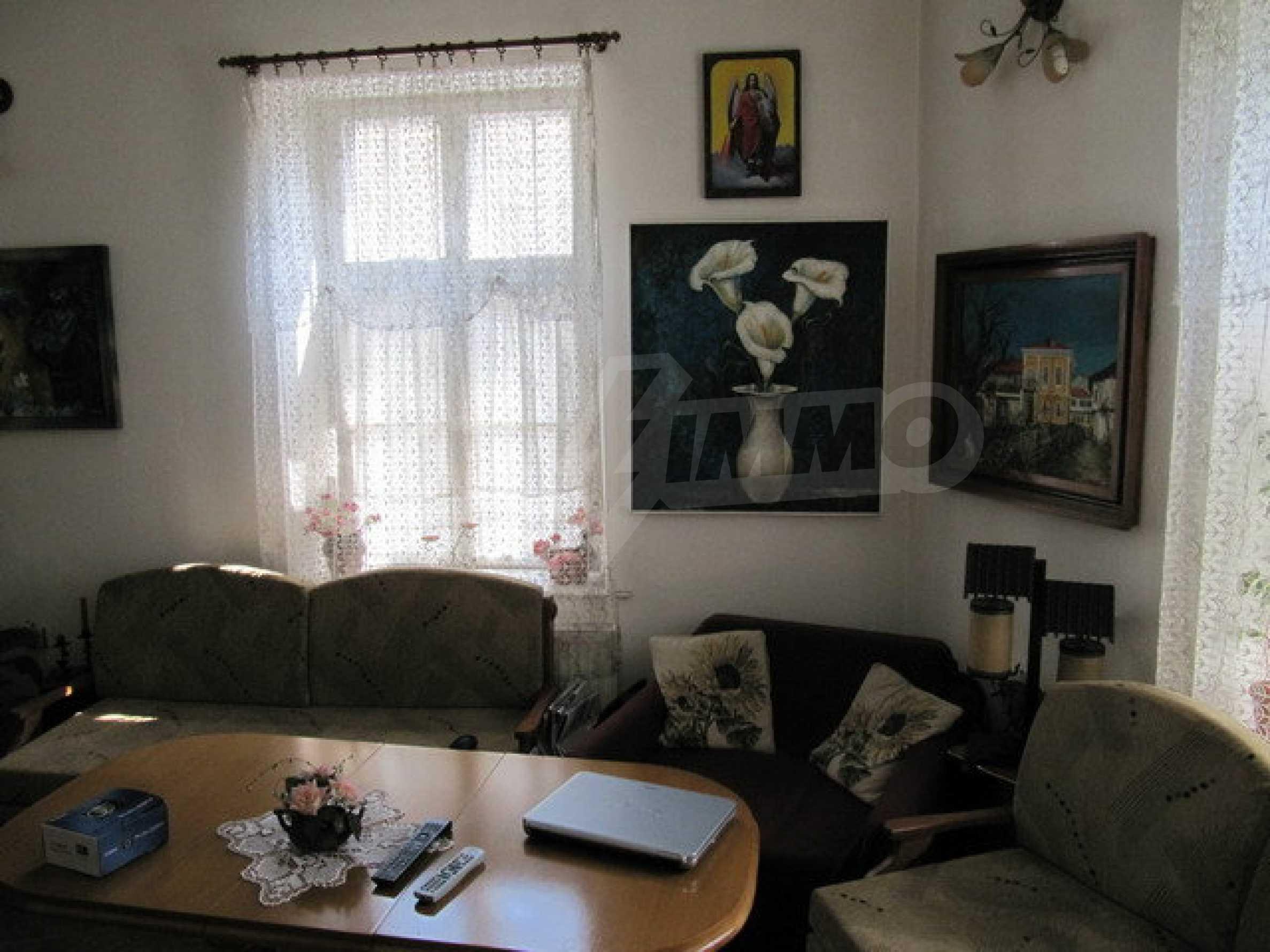 Дом с цветочным магазином и кафе в городе Дряново 3