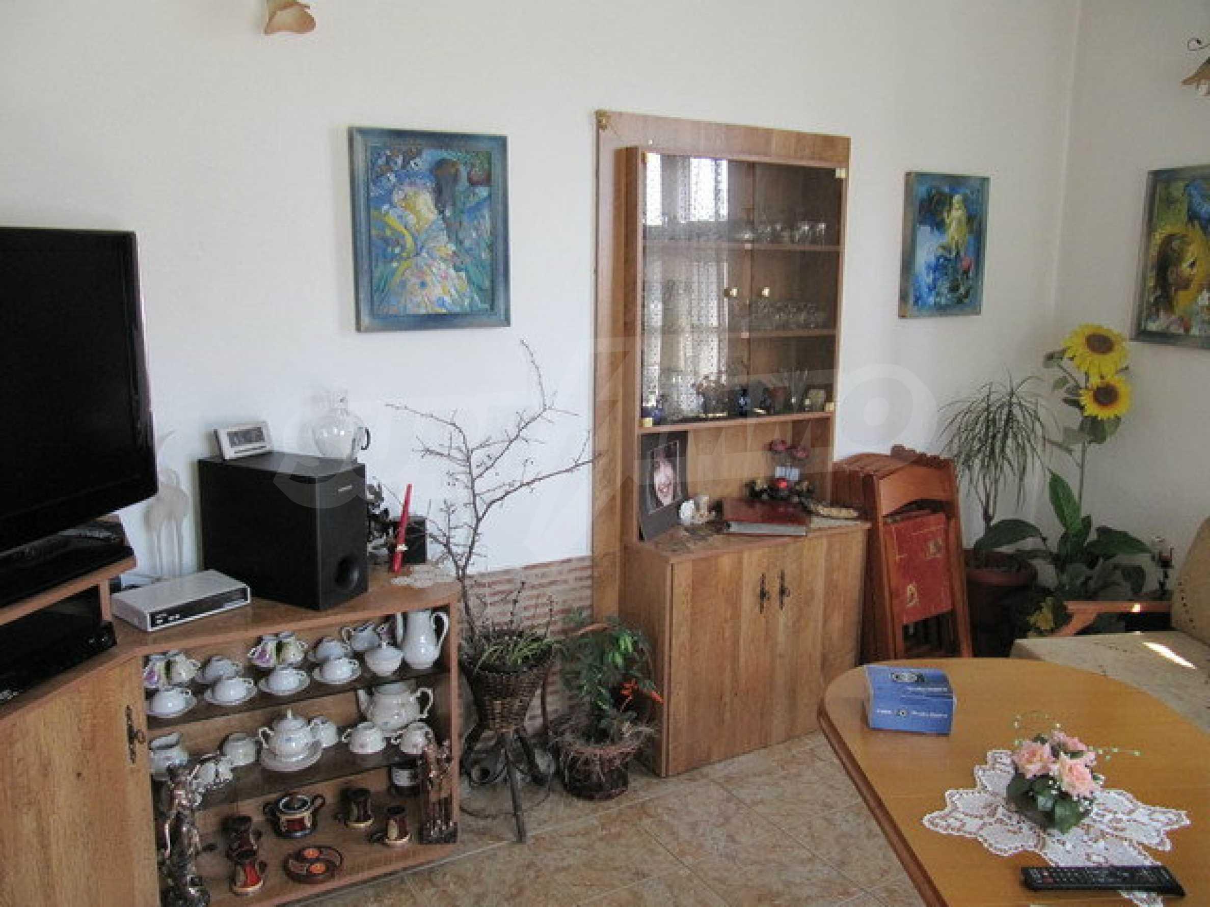 Дом с цветочным магазином и кафе в городе Дряново 4