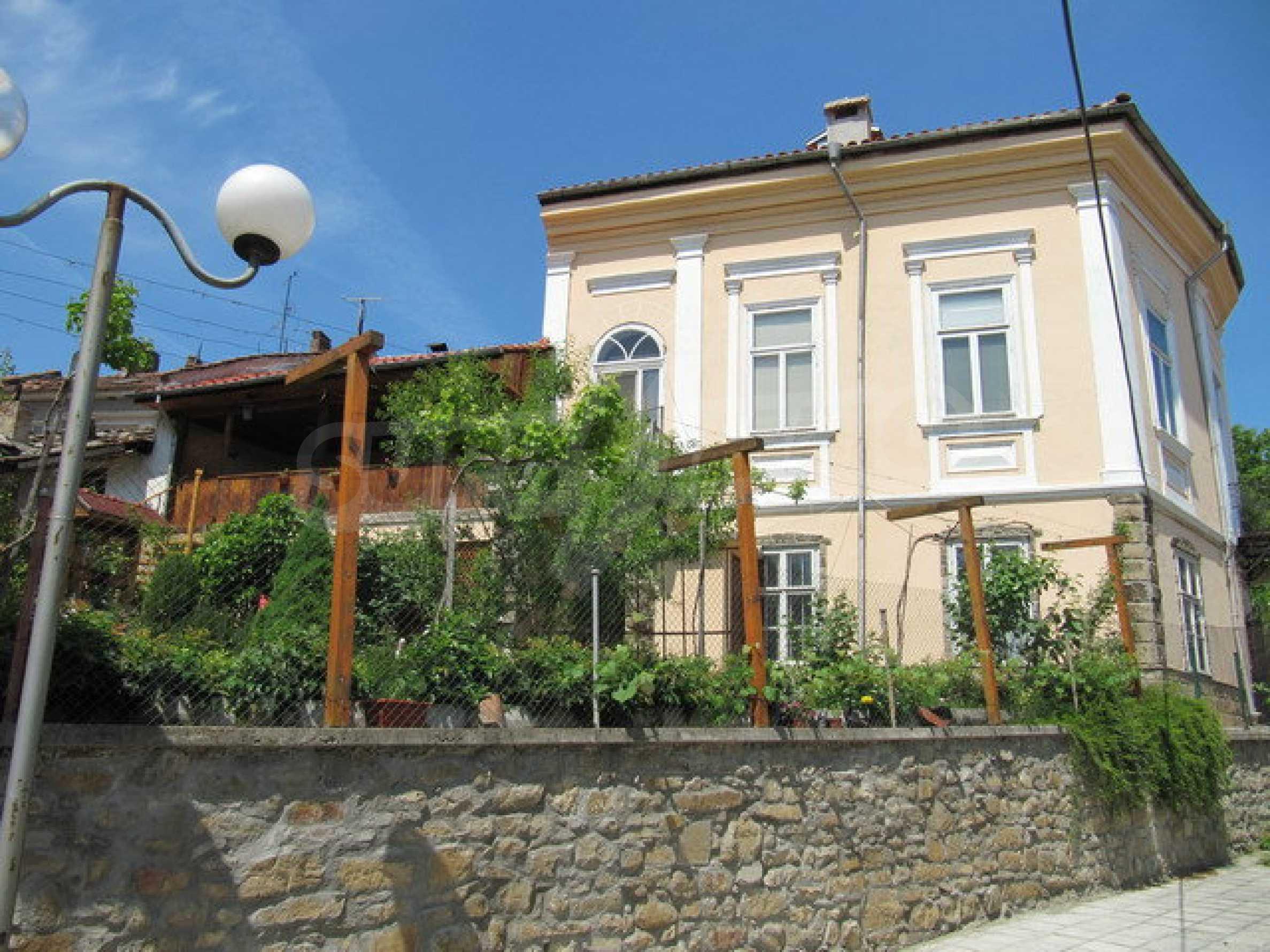 Дом с цветочным магазином и кафе в городе Дряново 8