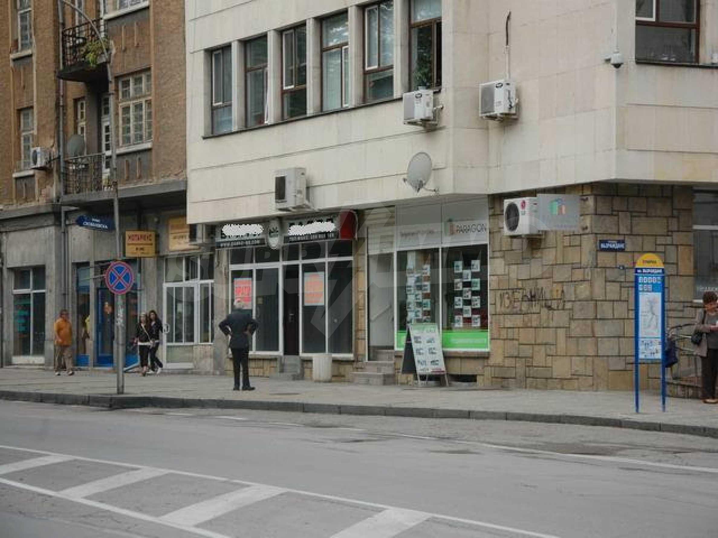 Магазин в центре города Габрово 6
