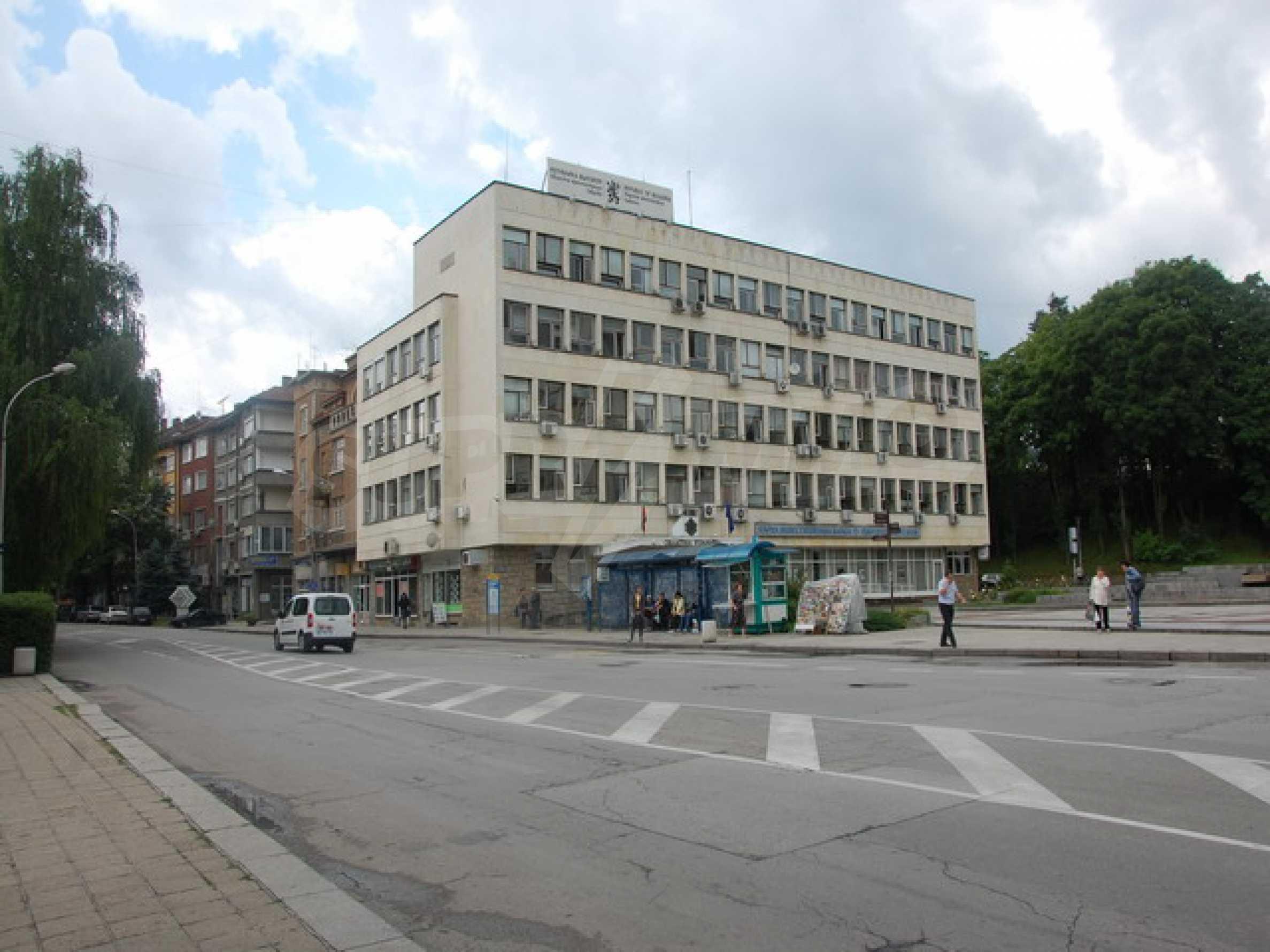 Магазин в центре города Габрово 8