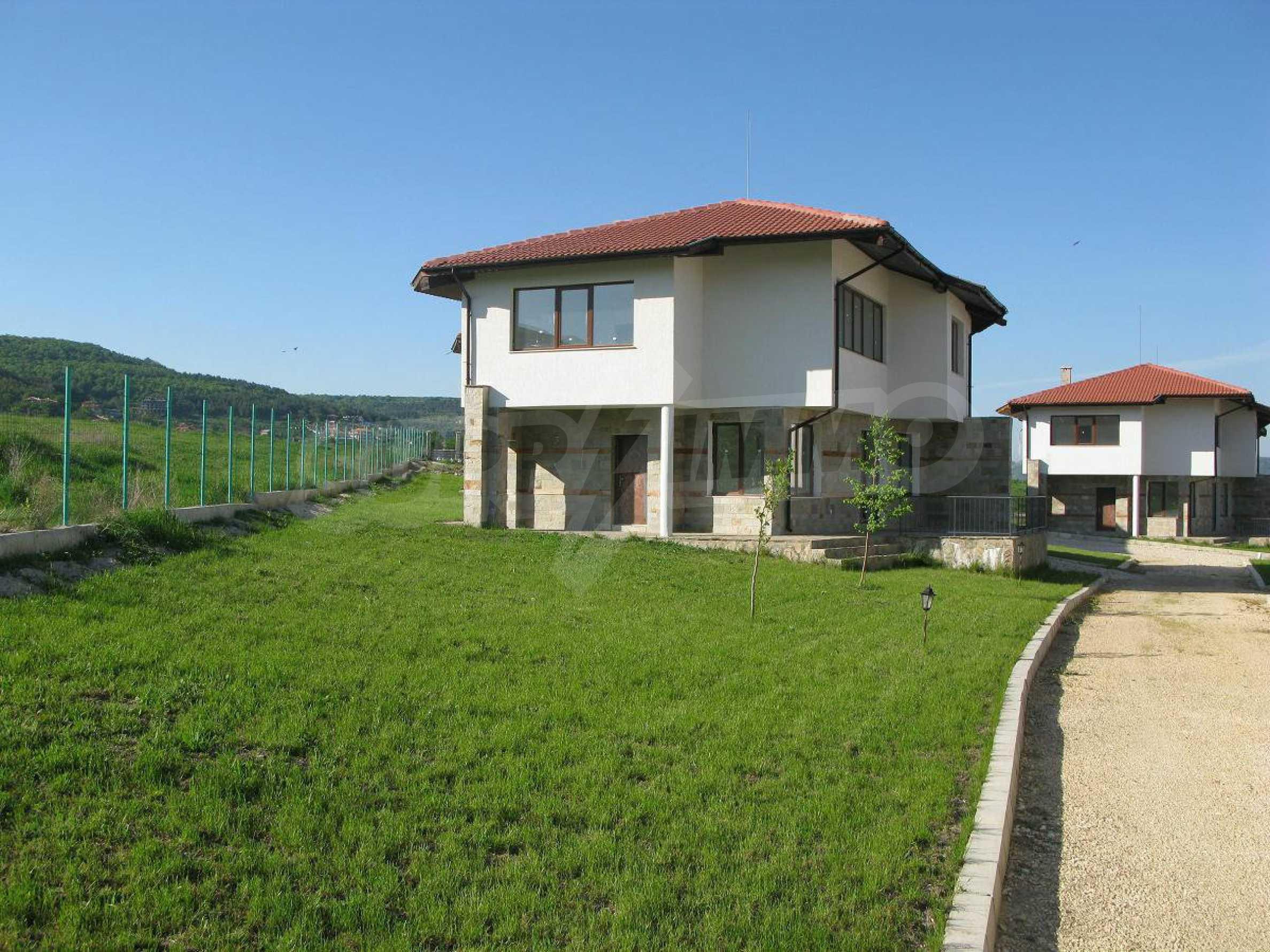 Новые двухэтажные дома в дачном поселке 2