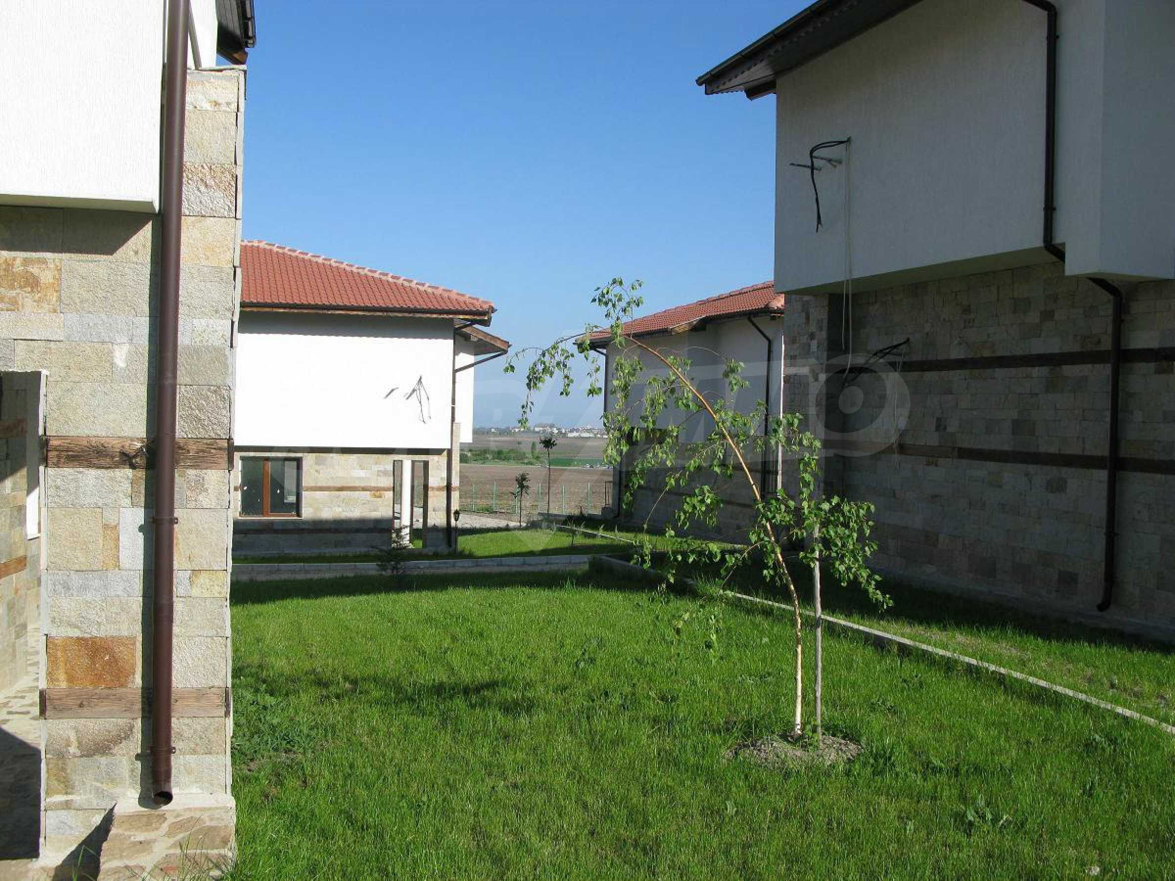 Новые двухэтажные дома в дачном поселке 4