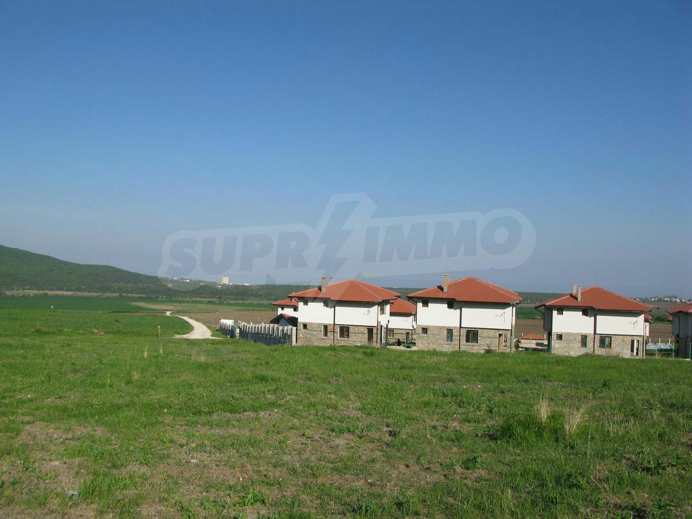 Новые двухэтажные дома в дачном поселке 7