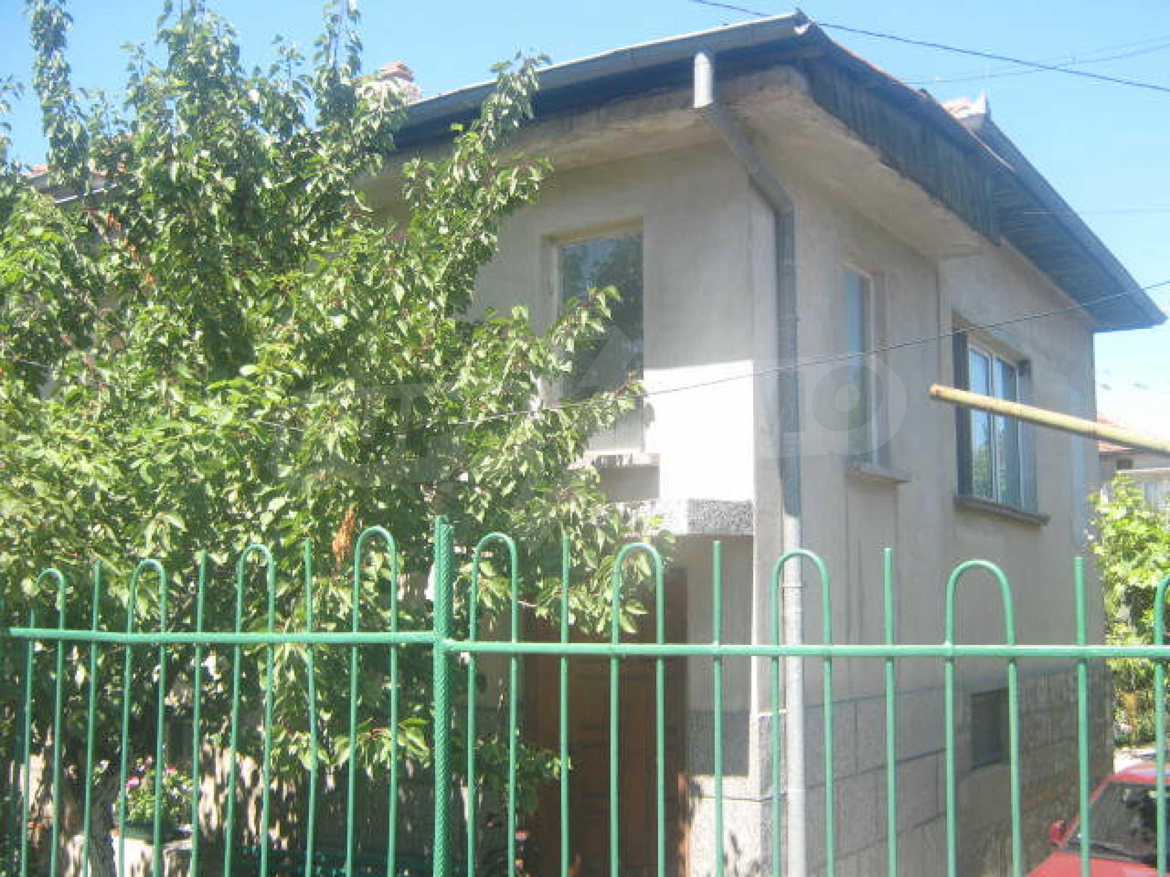 Большой двухэтажный дом в г. Видин 1