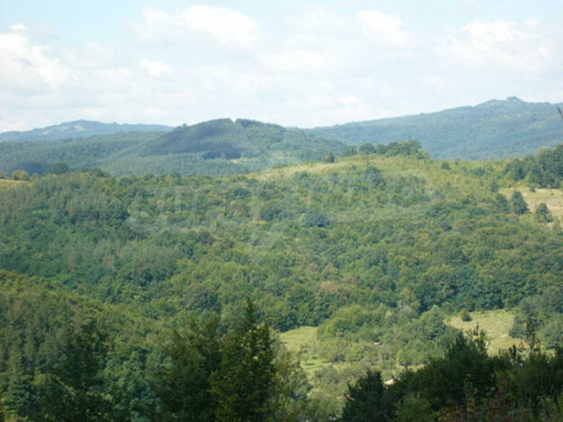 Reguliertes Anwesen in einem Dorf, das mit seinen Mineralquellen beliebt ist 3