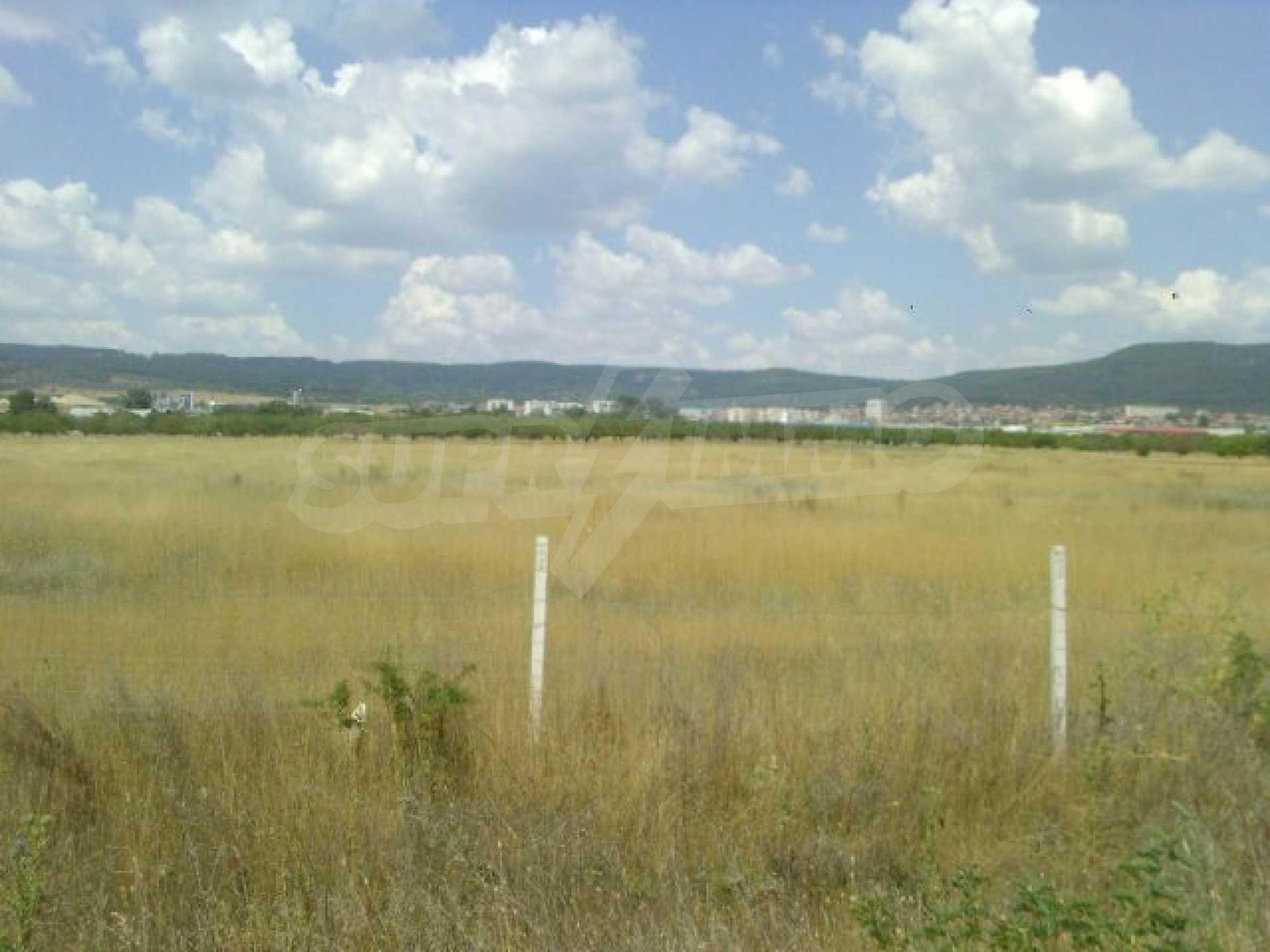 Grundstück in der Nähe des Flughafens Varna