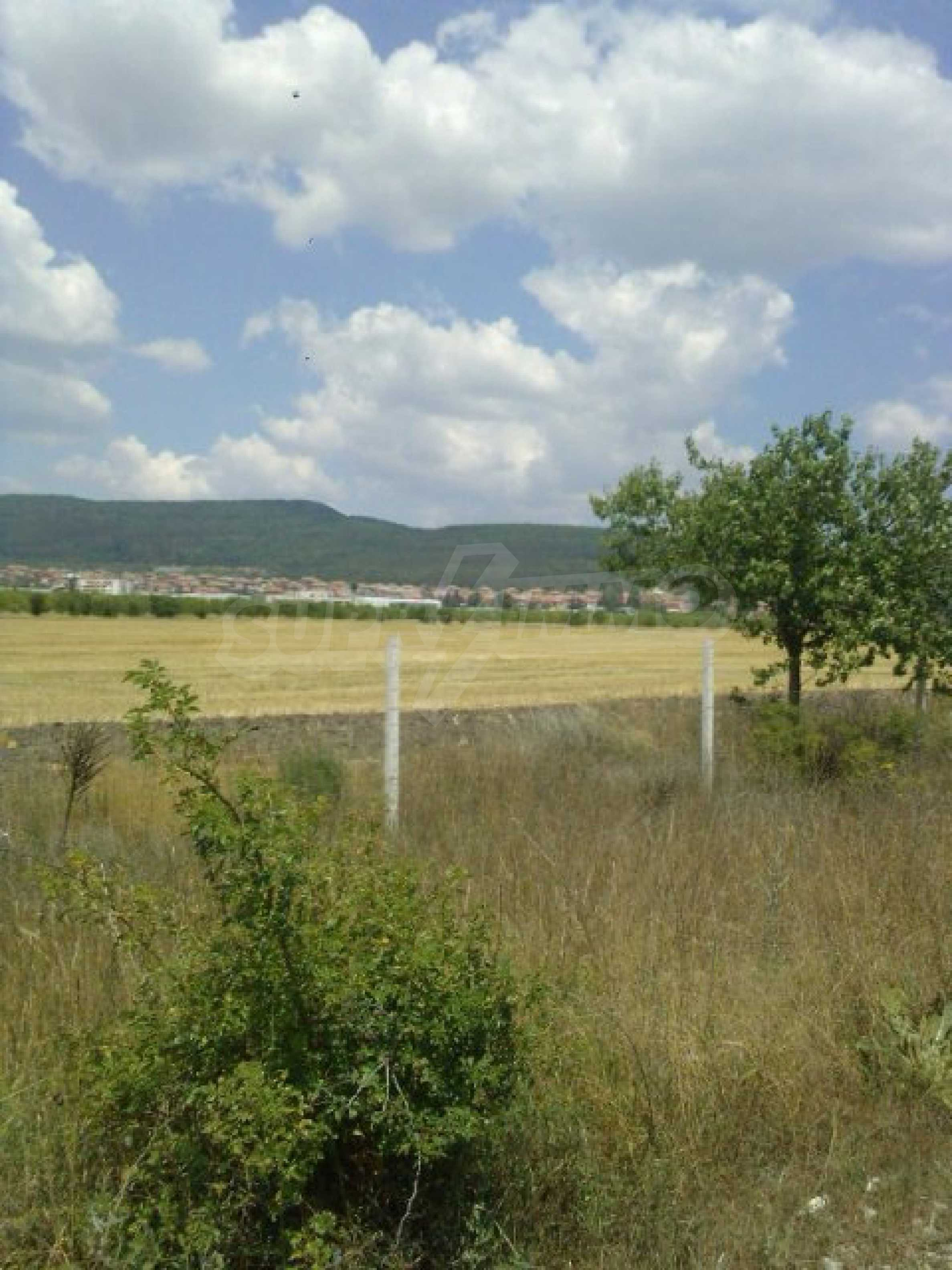 Участок сельскохозяйственной земли возле Варны 1