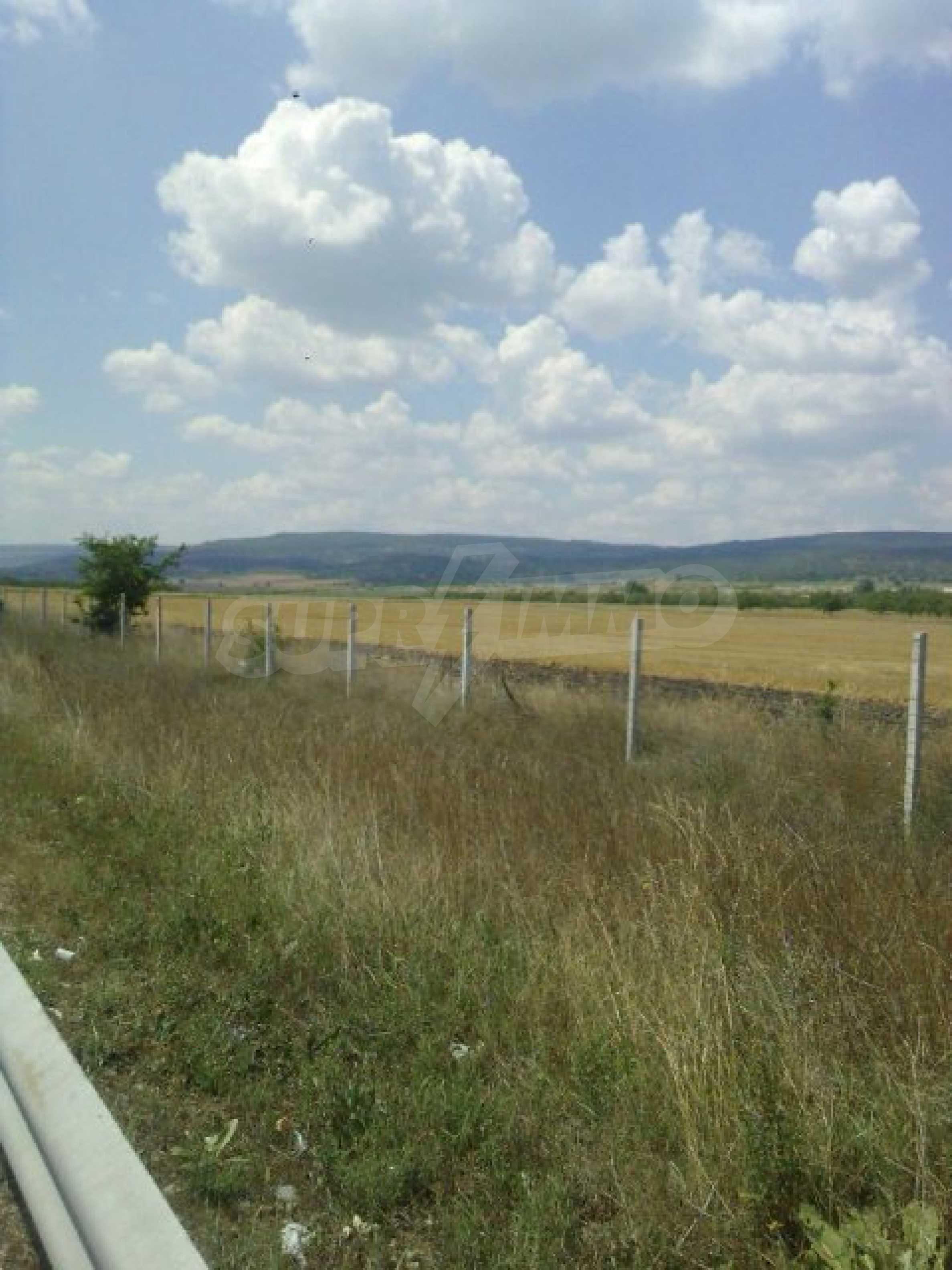 Участок сельскохозяйственной земли возле Варны 3