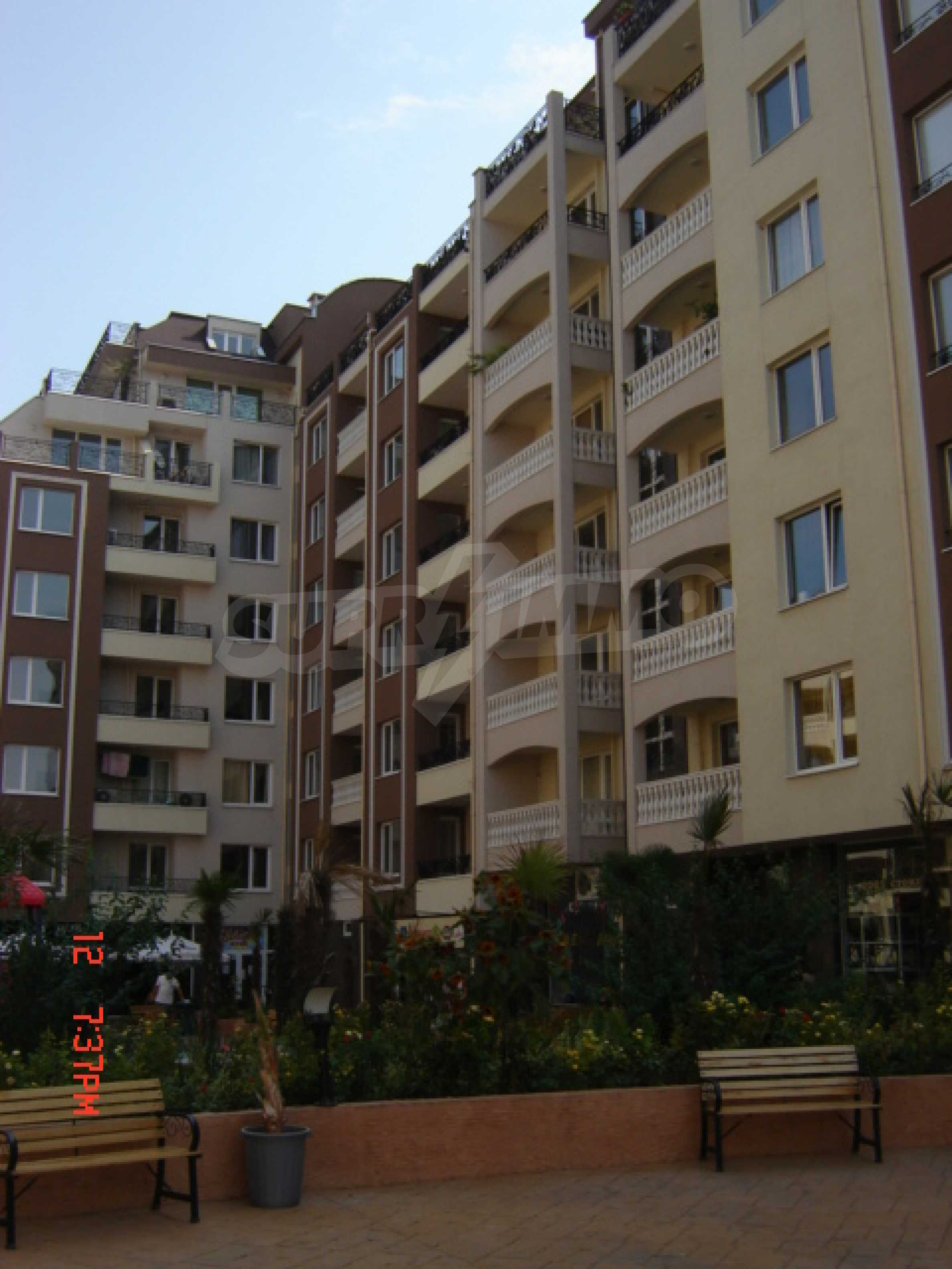 Two-bedroom apartment in a luxury gated development in Burgas 14