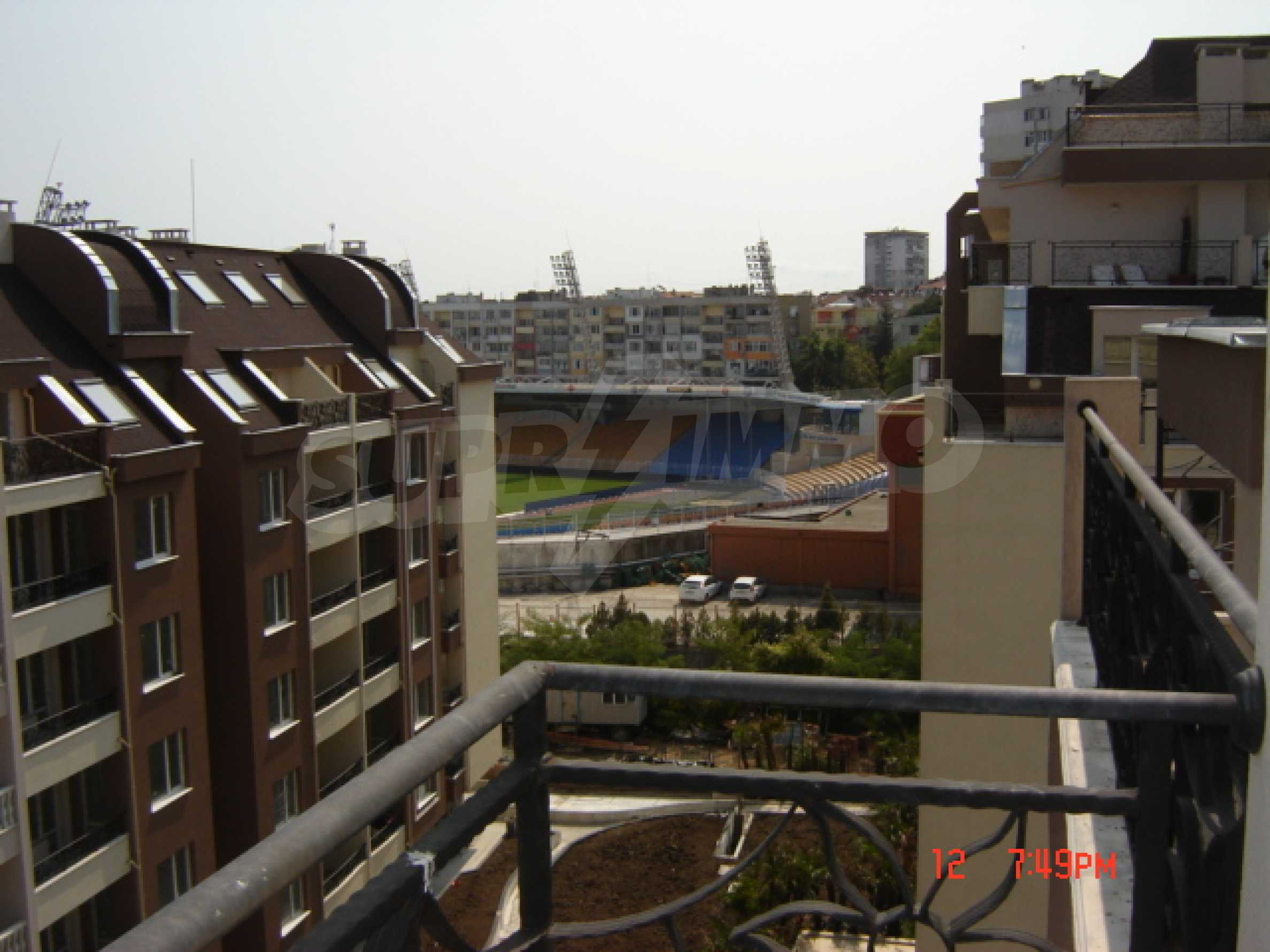 Two-bedroom apartment in a luxury gated development in Burgas 36