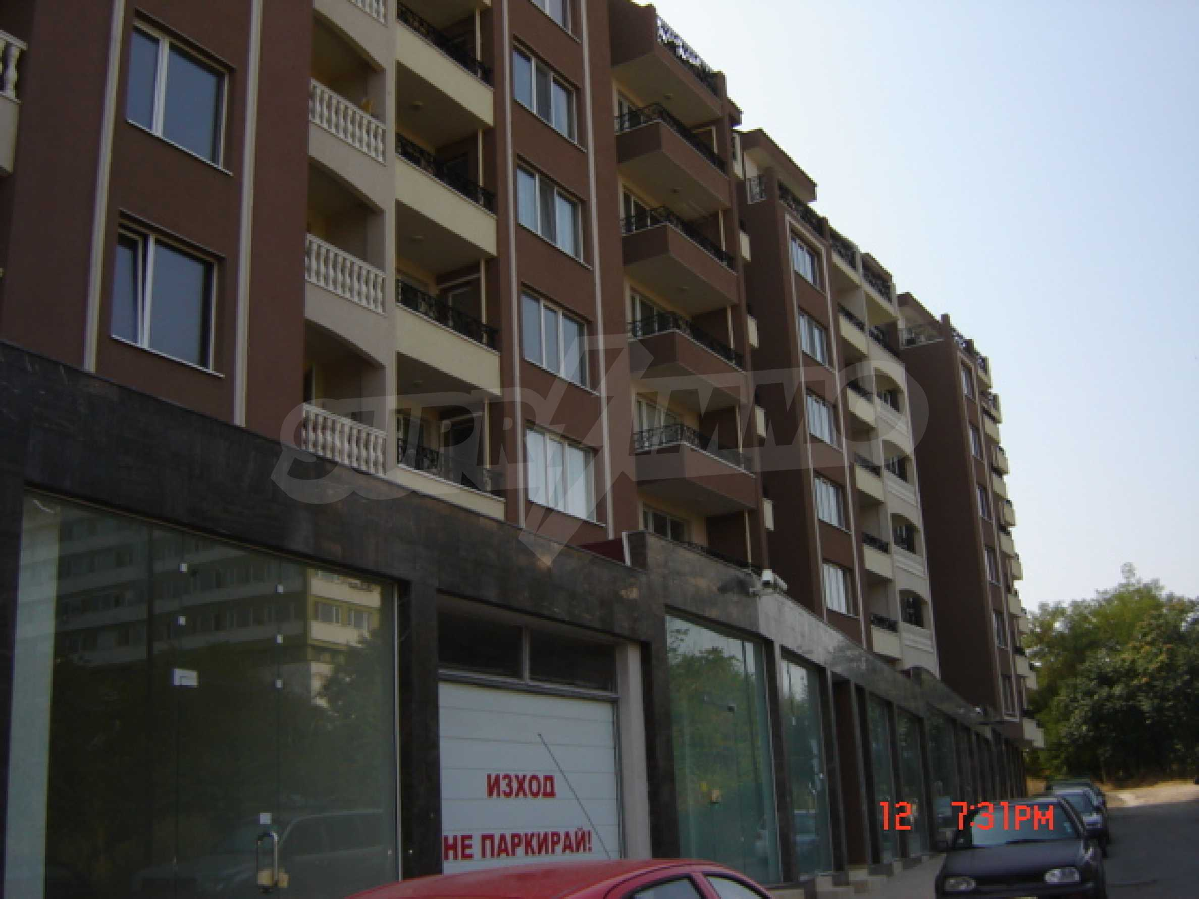 Two-bedroom apartment in a luxury gated development in Burgas 3
