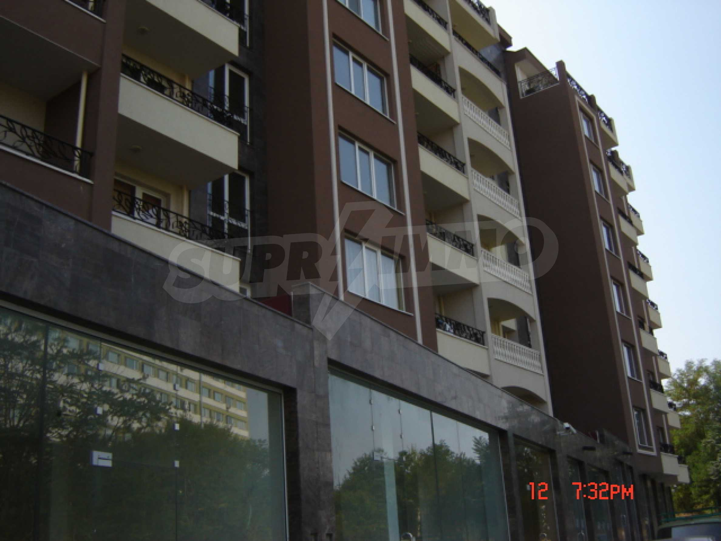 Two-bedroom apartment in a luxury gated development in Burgas 4