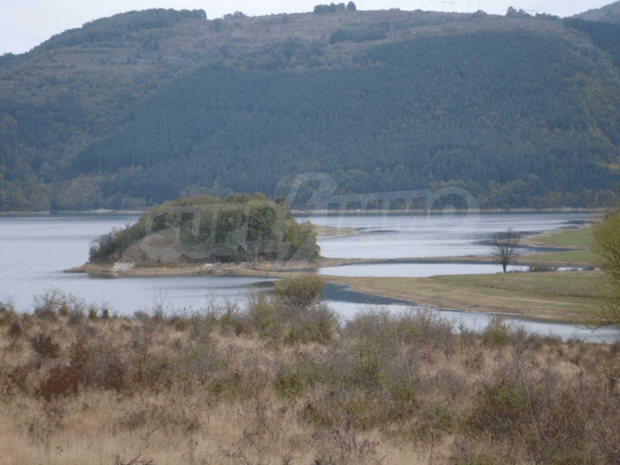 Regulated plot of land next to Yovkovtsi dam