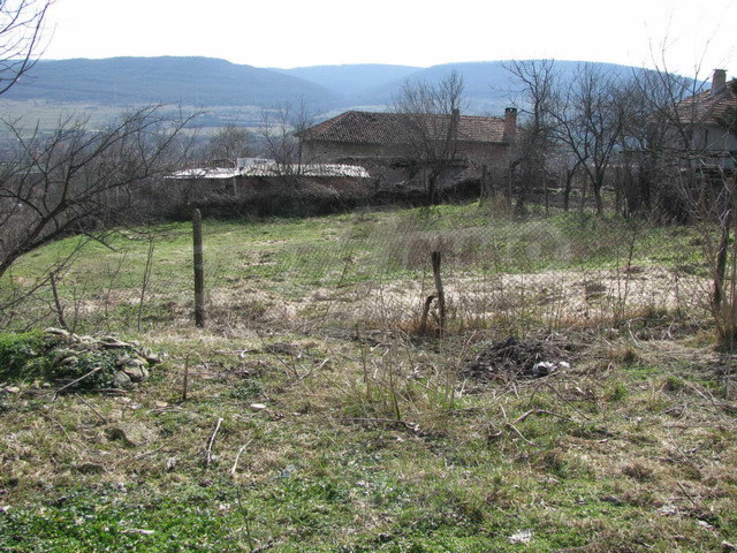 Grundstück in einem lebhaften Dorf in der Nähe von Veliko Tarnovo mit sehr guter Infrastruktur