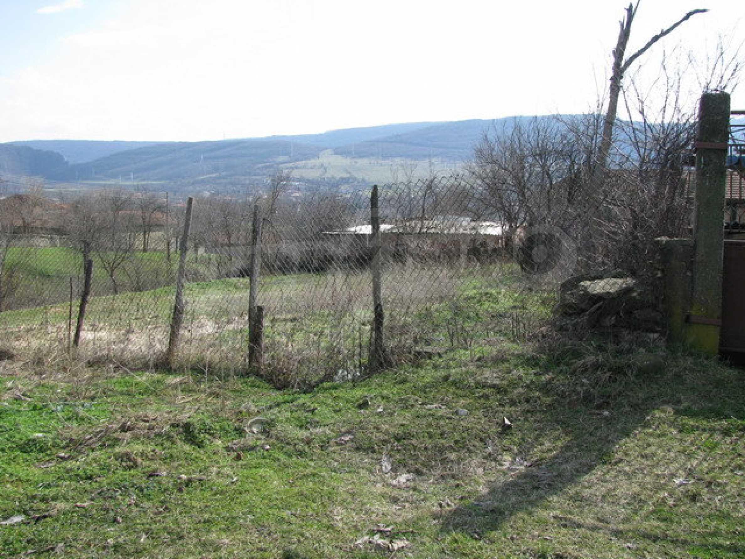 Grundstück in einem lebhaften Dorf in der Nähe von Veliko Tarnovo mit sehr guter Infrastruktur 1