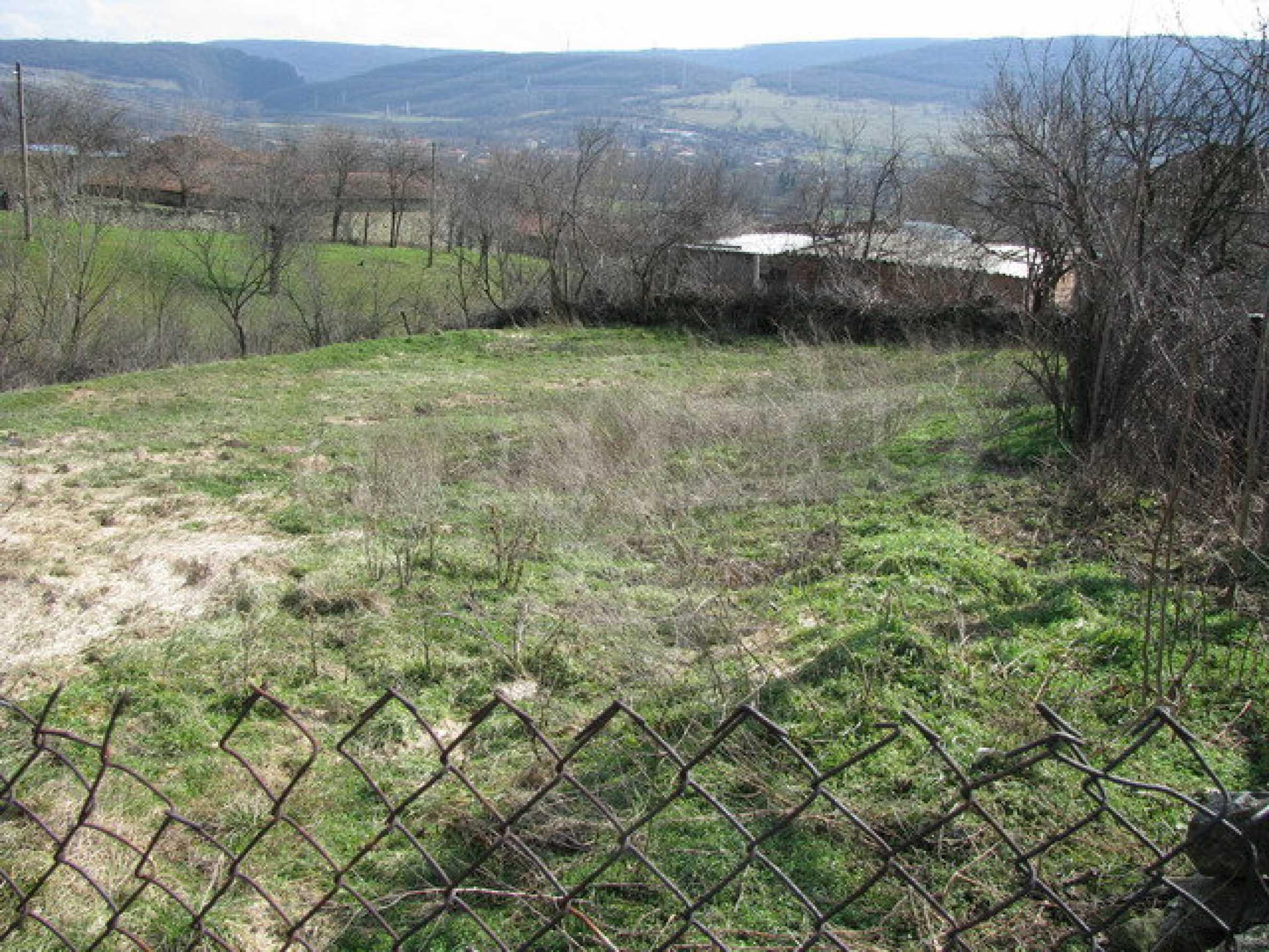 Grundstück in einem lebhaften Dorf in der Nähe von Veliko Tarnovo mit sehr guter Infrastruktur 2