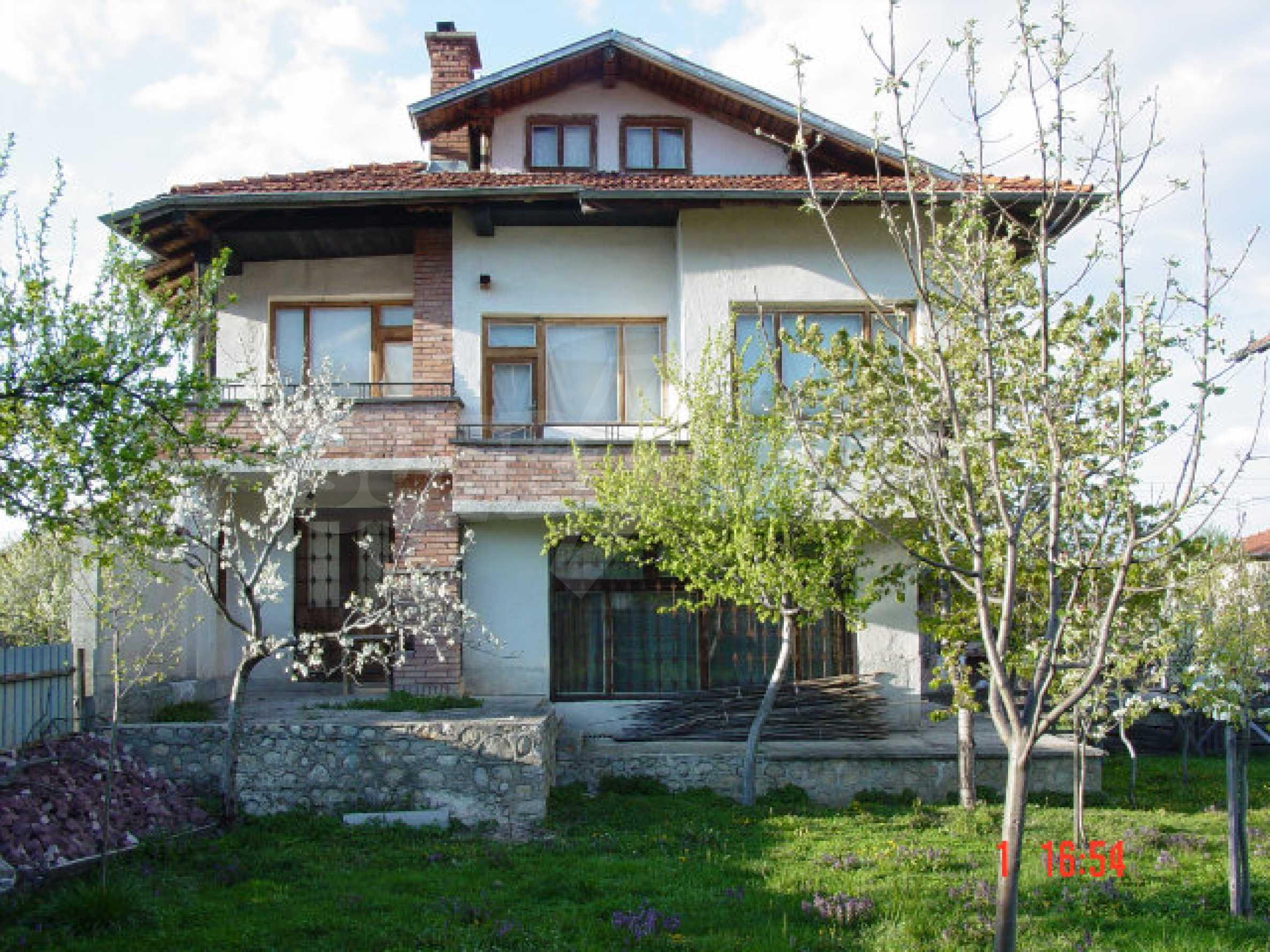 Двухэтажный дом в Добриниште
