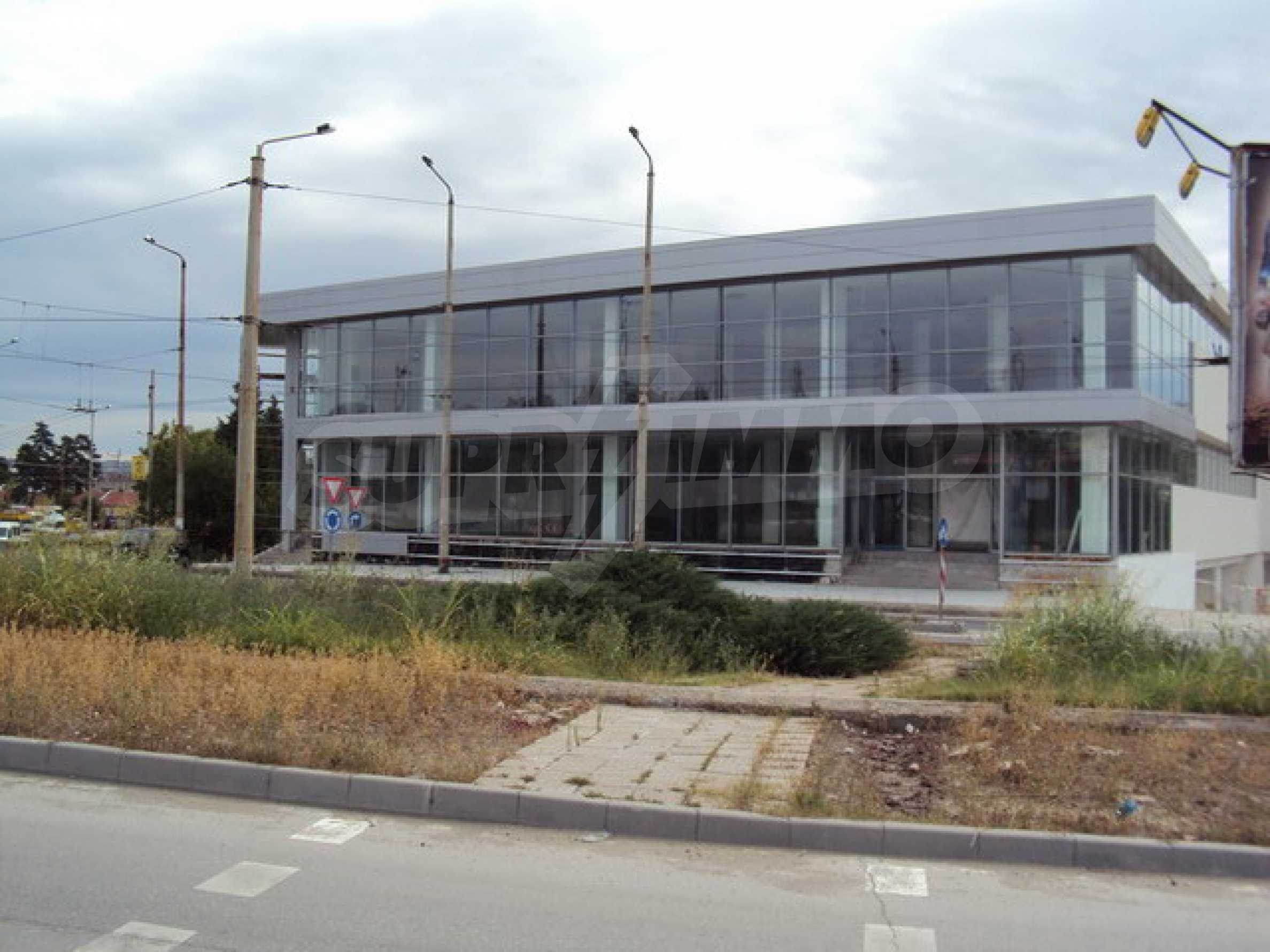 Complex with shops, offices and warehouses