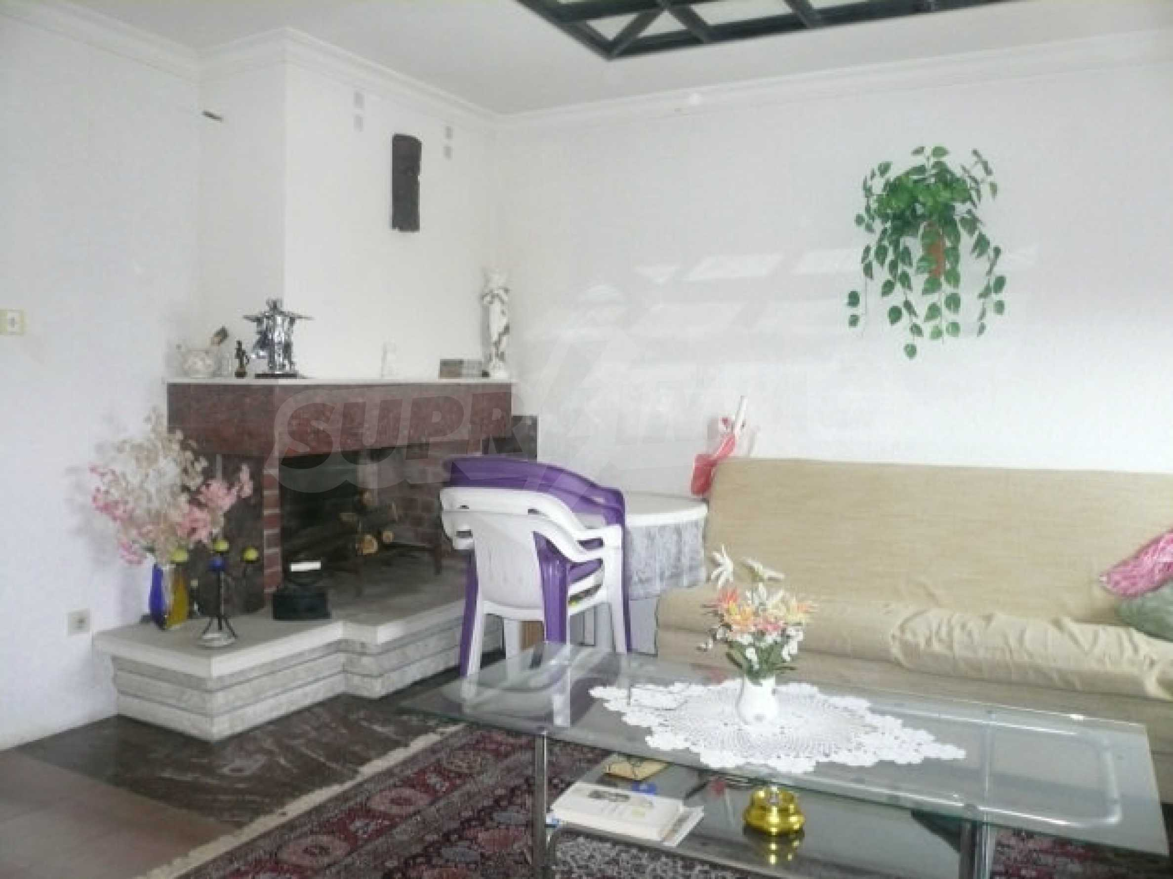 Dreistöckige Villa an der Küste von Donau 13