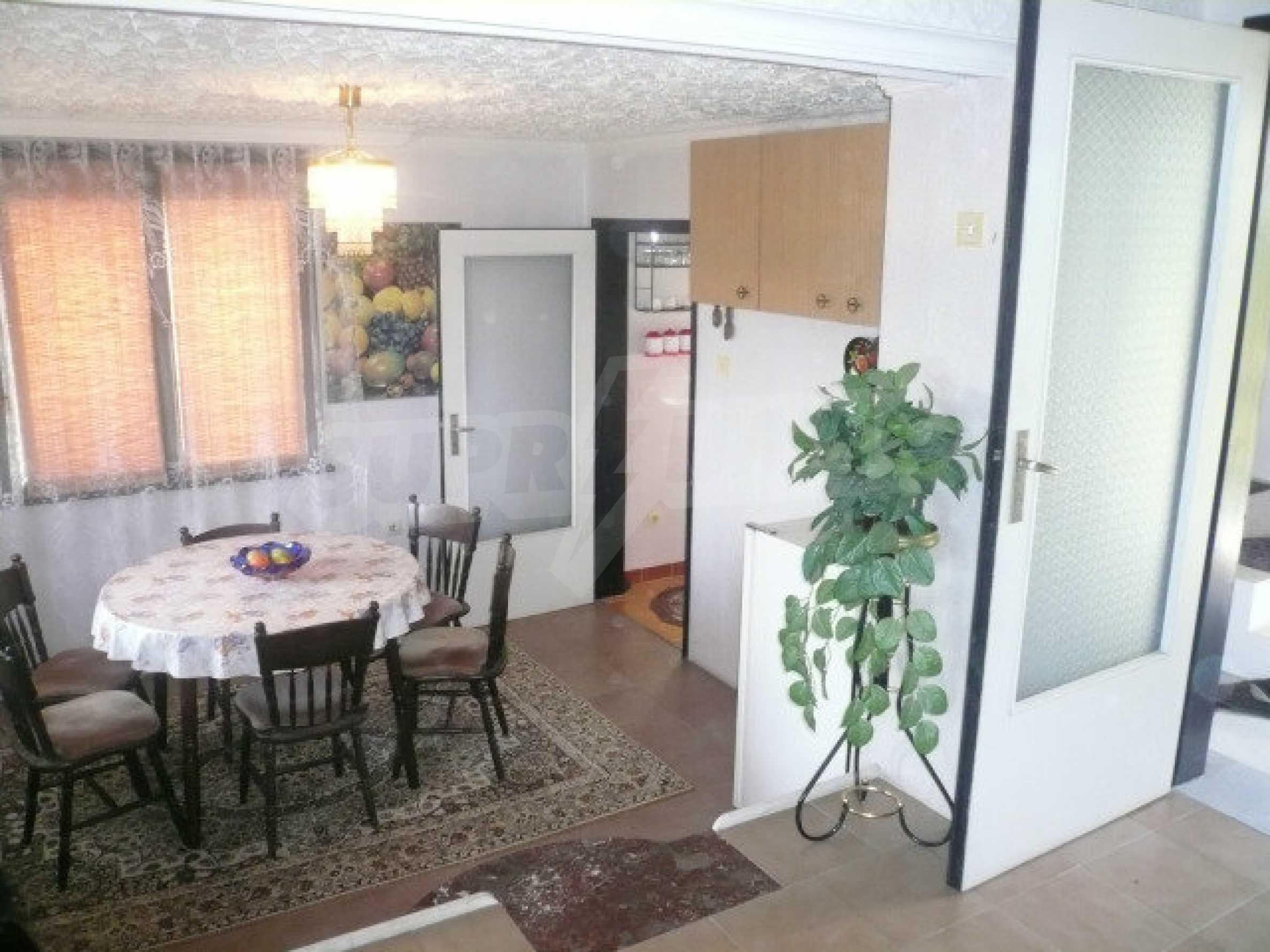 Dreistöckige Villa an der Küste von Donau 14