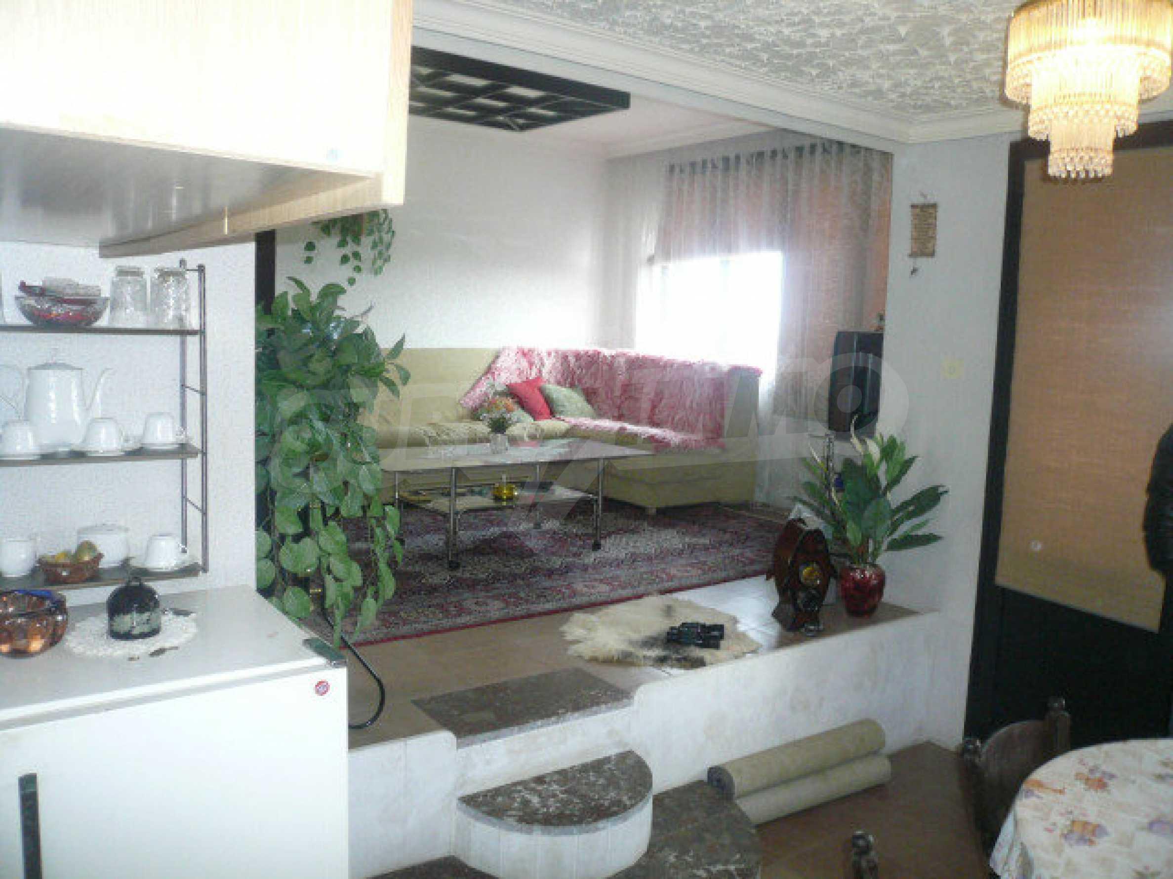 Dreistöckige Villa an der Küste von Donau 16