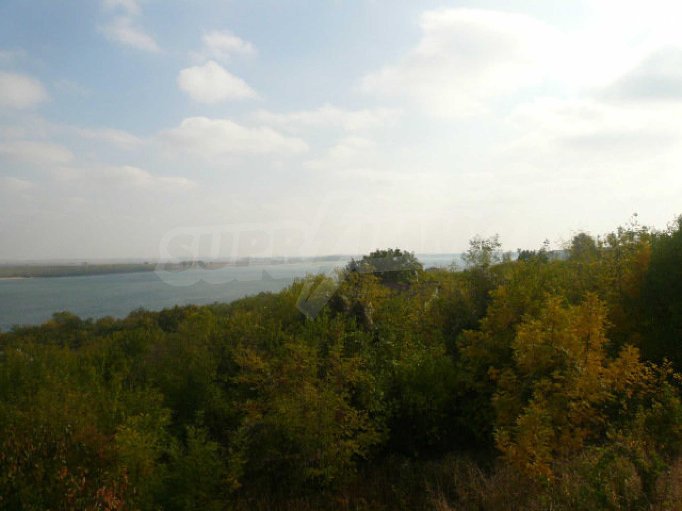 Dreistöckige Villa an der Küste von Donau 24