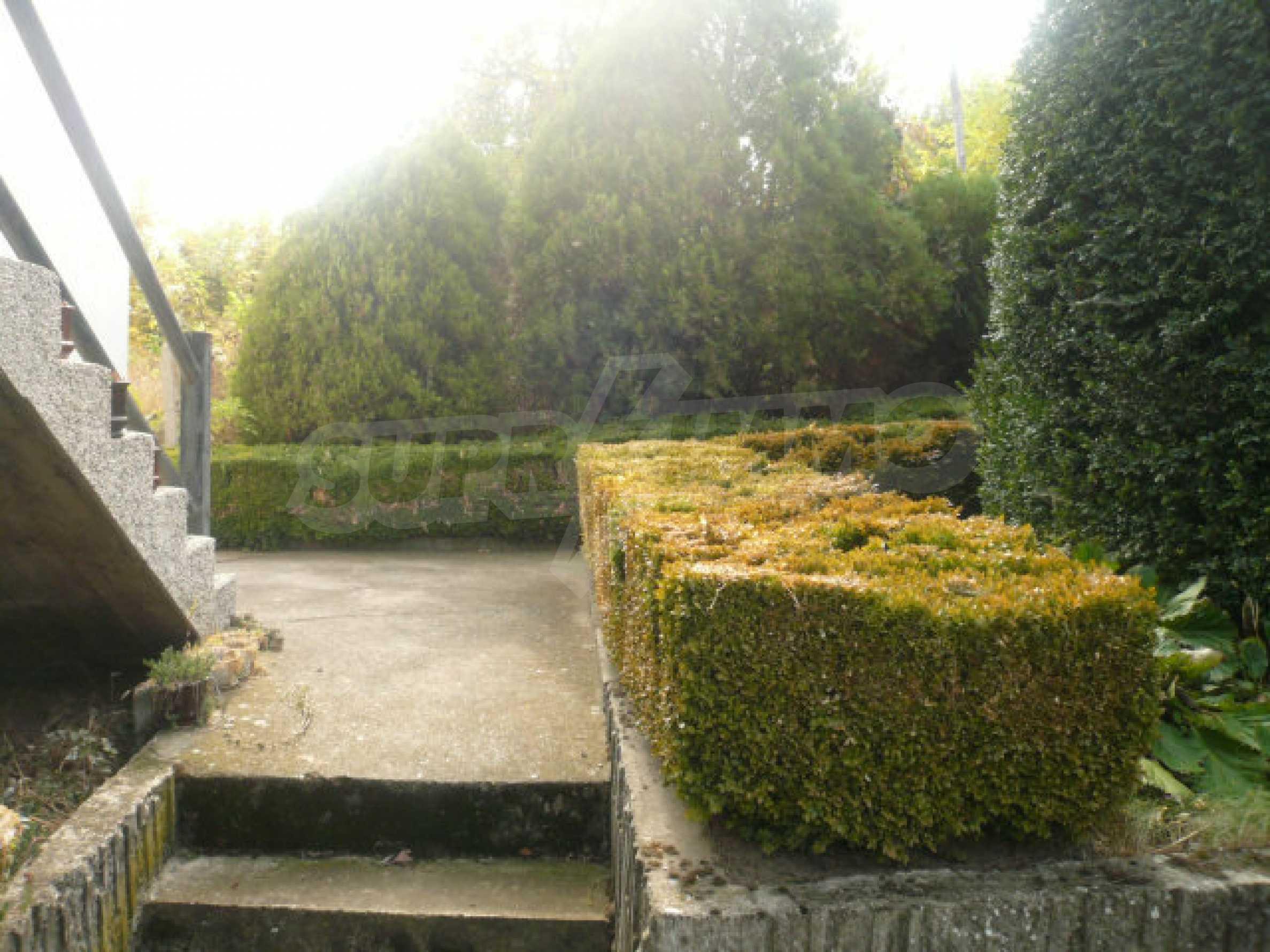 Dreistöckige Villa an der Küste von Donau 31