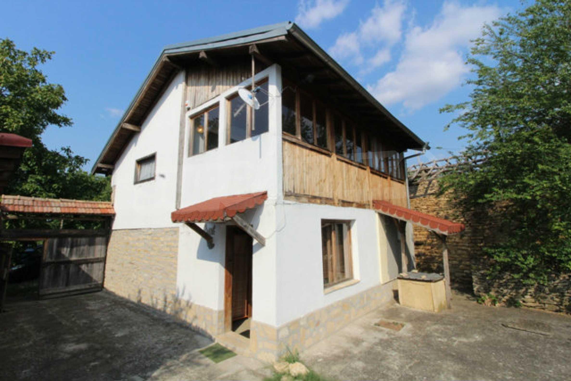 Neugebautes Haus im traditionellen bulgarischen Stil