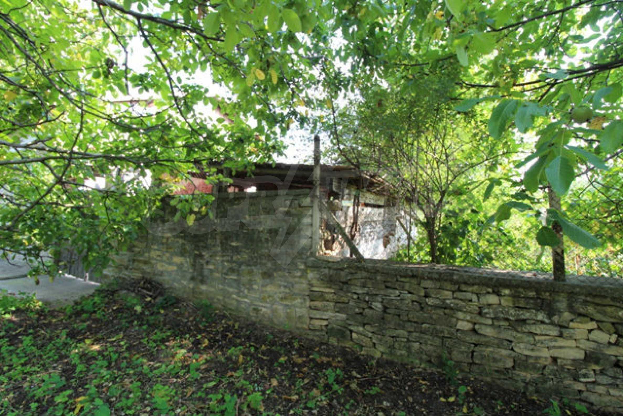 Neugebautes Haus im traditionellen bulgarischen Stil 11
