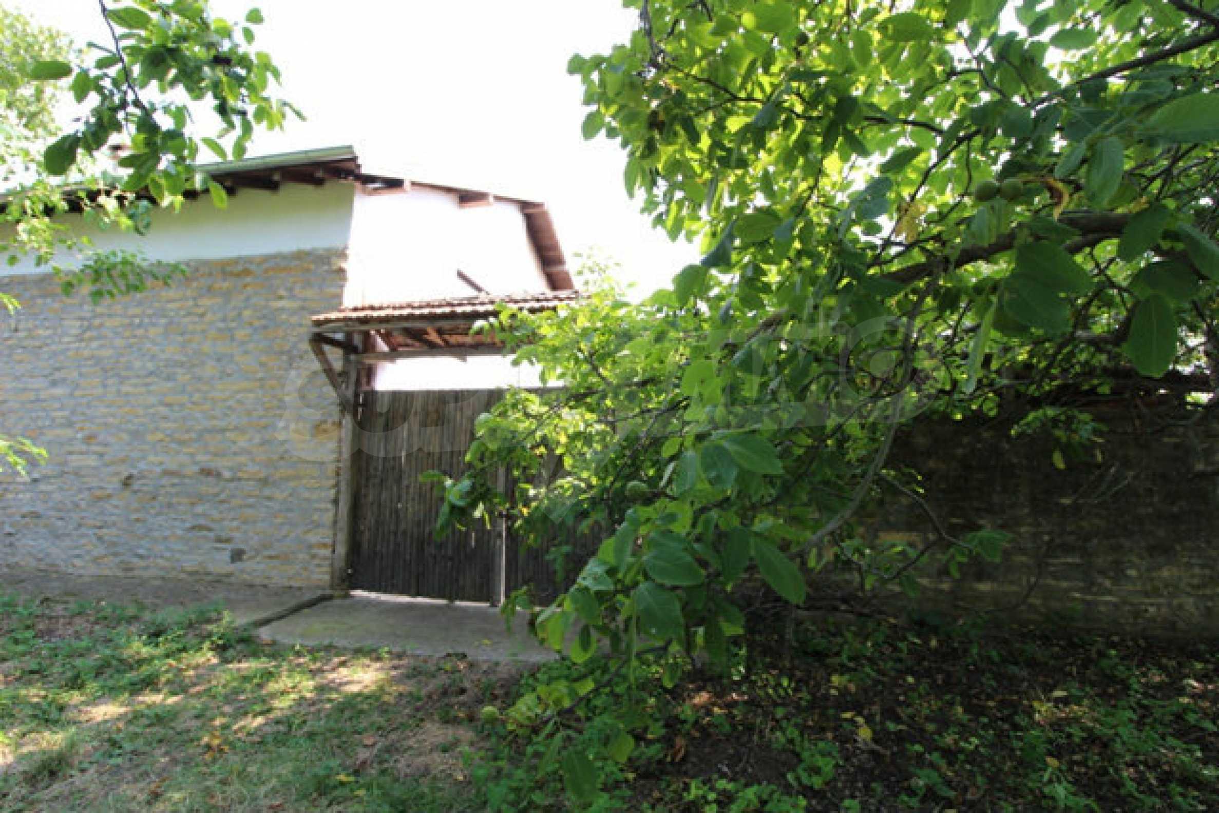 Neugebautes Haus im traditionellen bulgarischen Stil 12