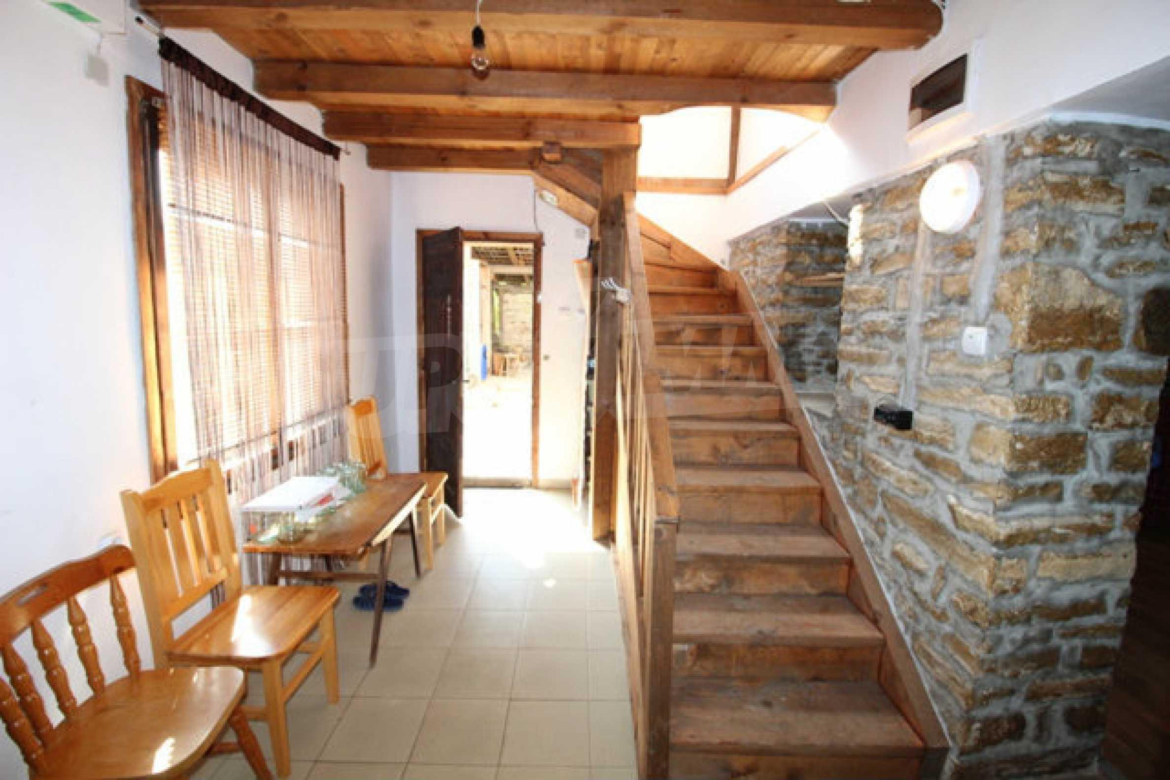 Neugebautes Haus im traditionellen bulgarischen Stil 23