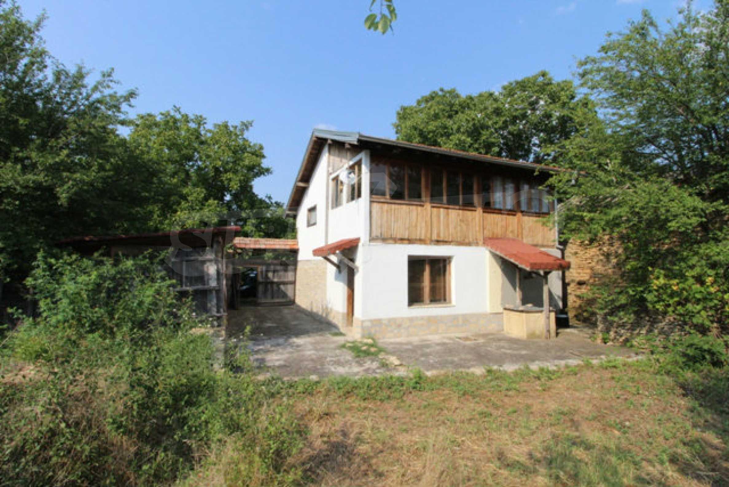 Neugebautes Haus im traditionellen bulgarischen Stil 2