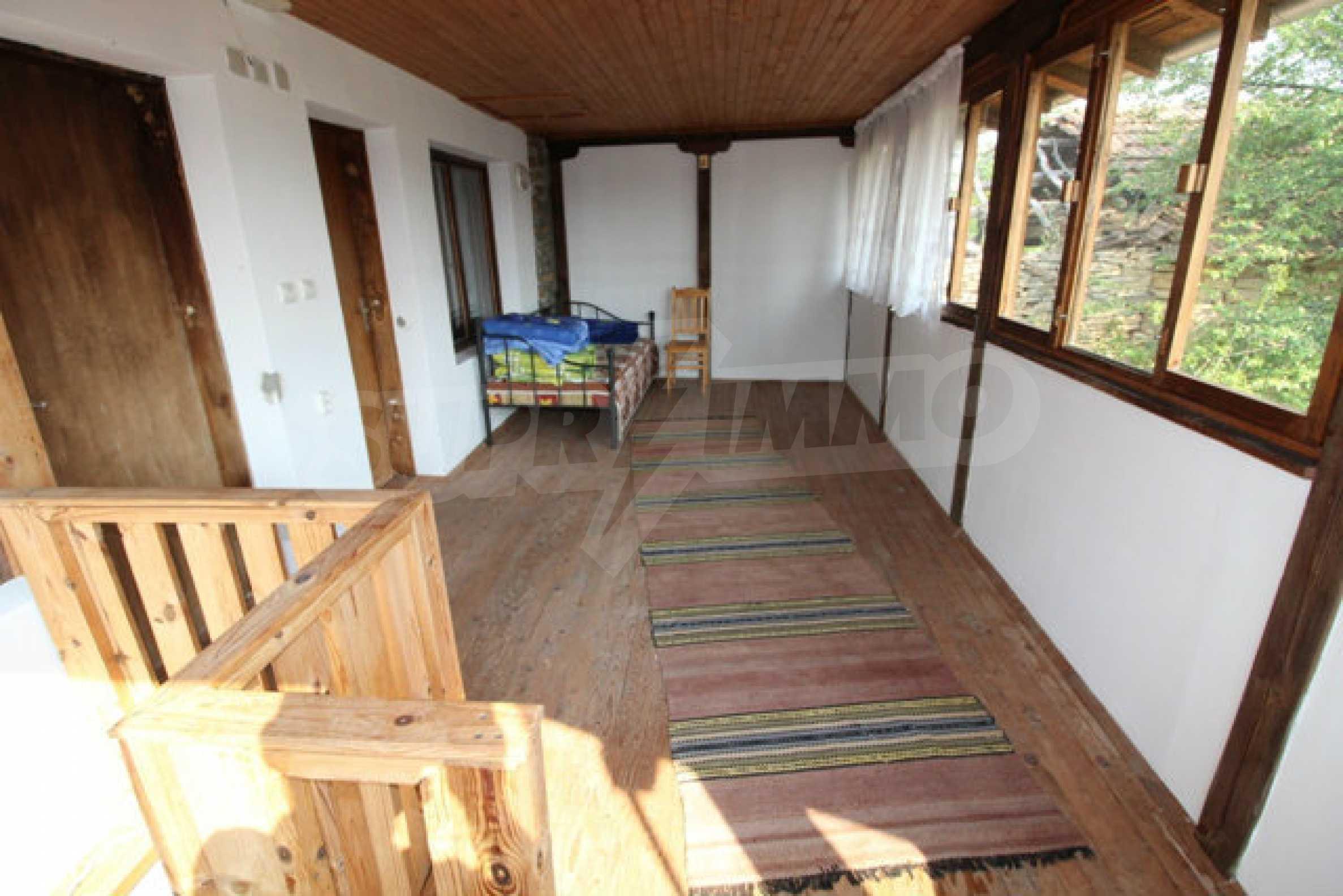 Neugebautes Haus im traditionellen bulgarischen Stil 3