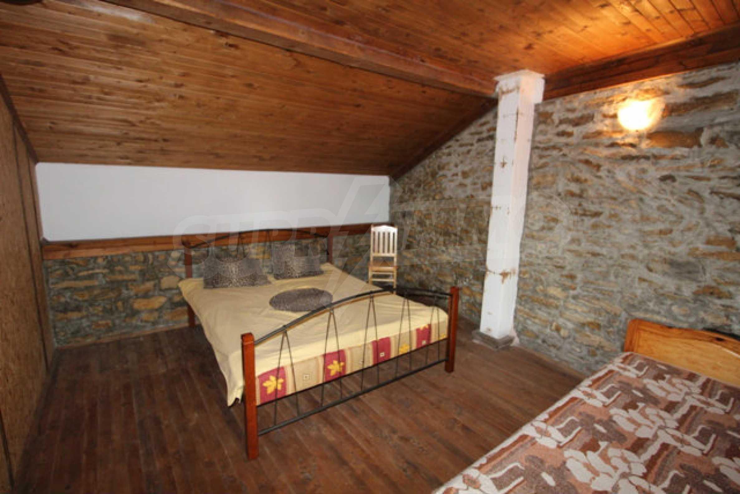 Neugebautes Haus im traditionellen bulgarischen Stil 4