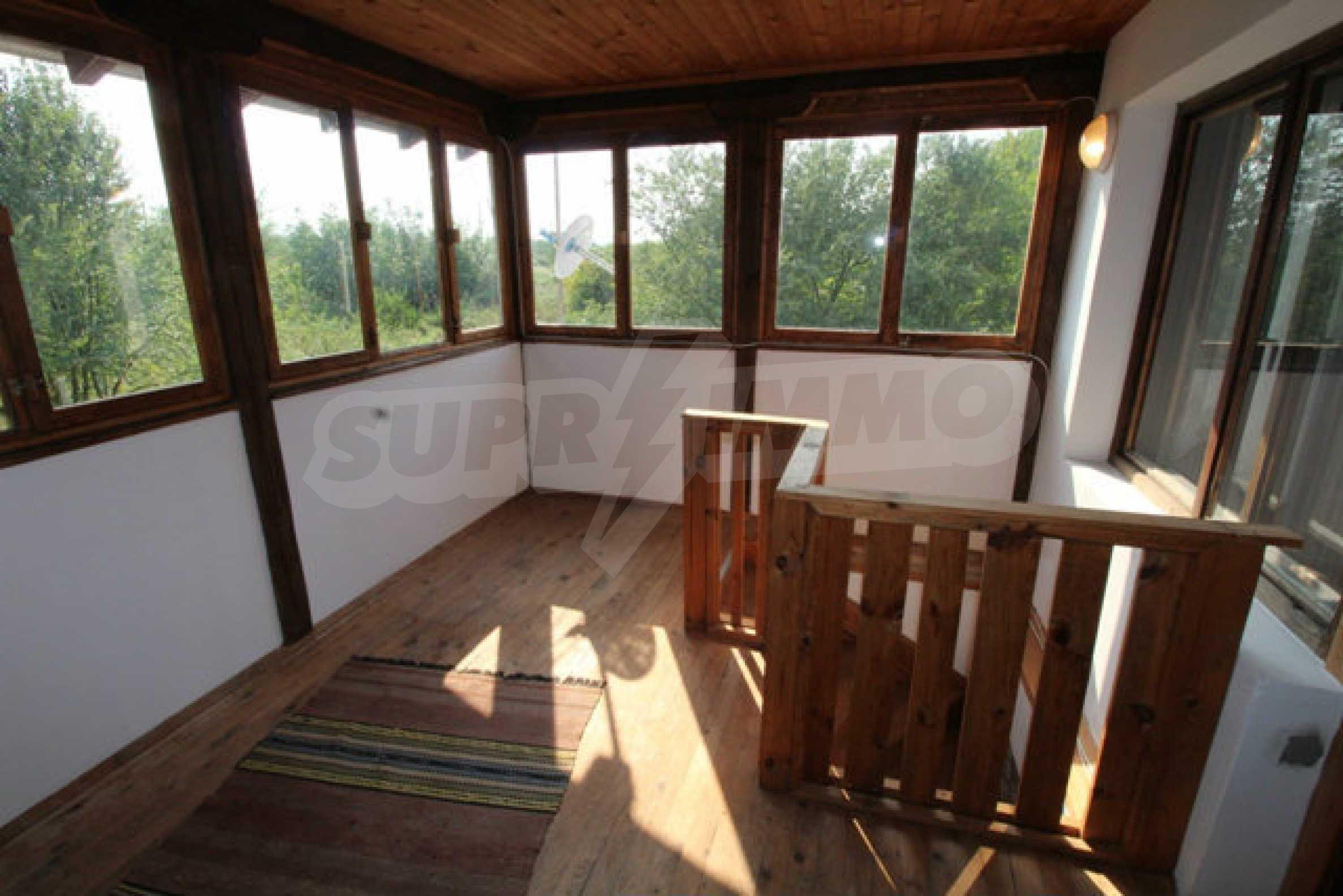 Neugebautes Haus im traditionellen bulgarischen Stil 7