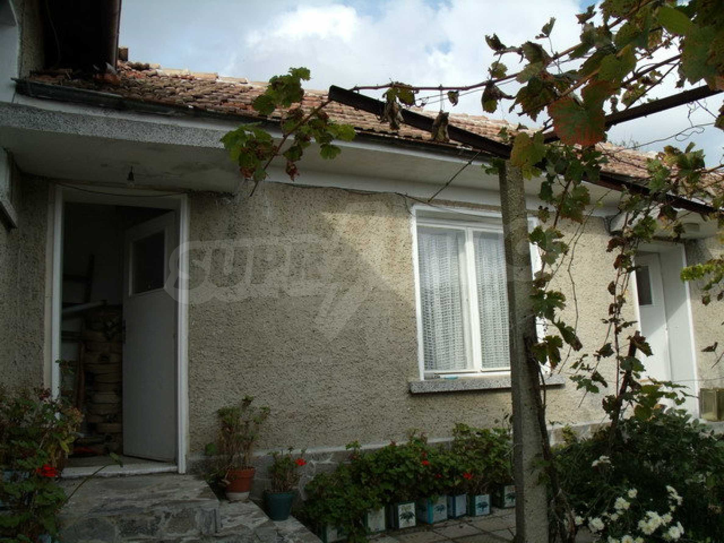 House in a small town, 15 km. from the old capital of Veliko Tarnovo 11