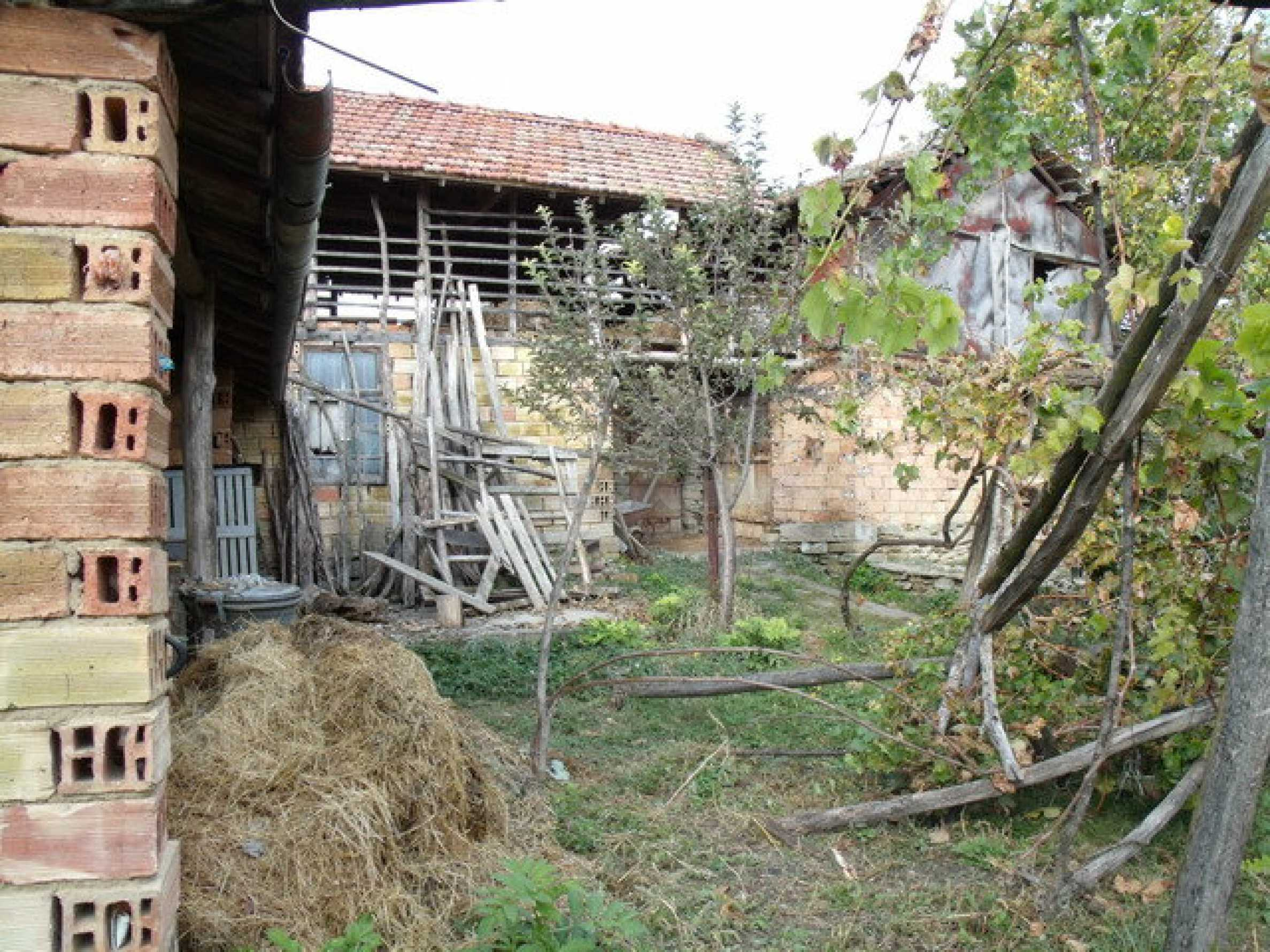 House in a small town, 15 km. from the old capital of Veliko Tarnovo 30