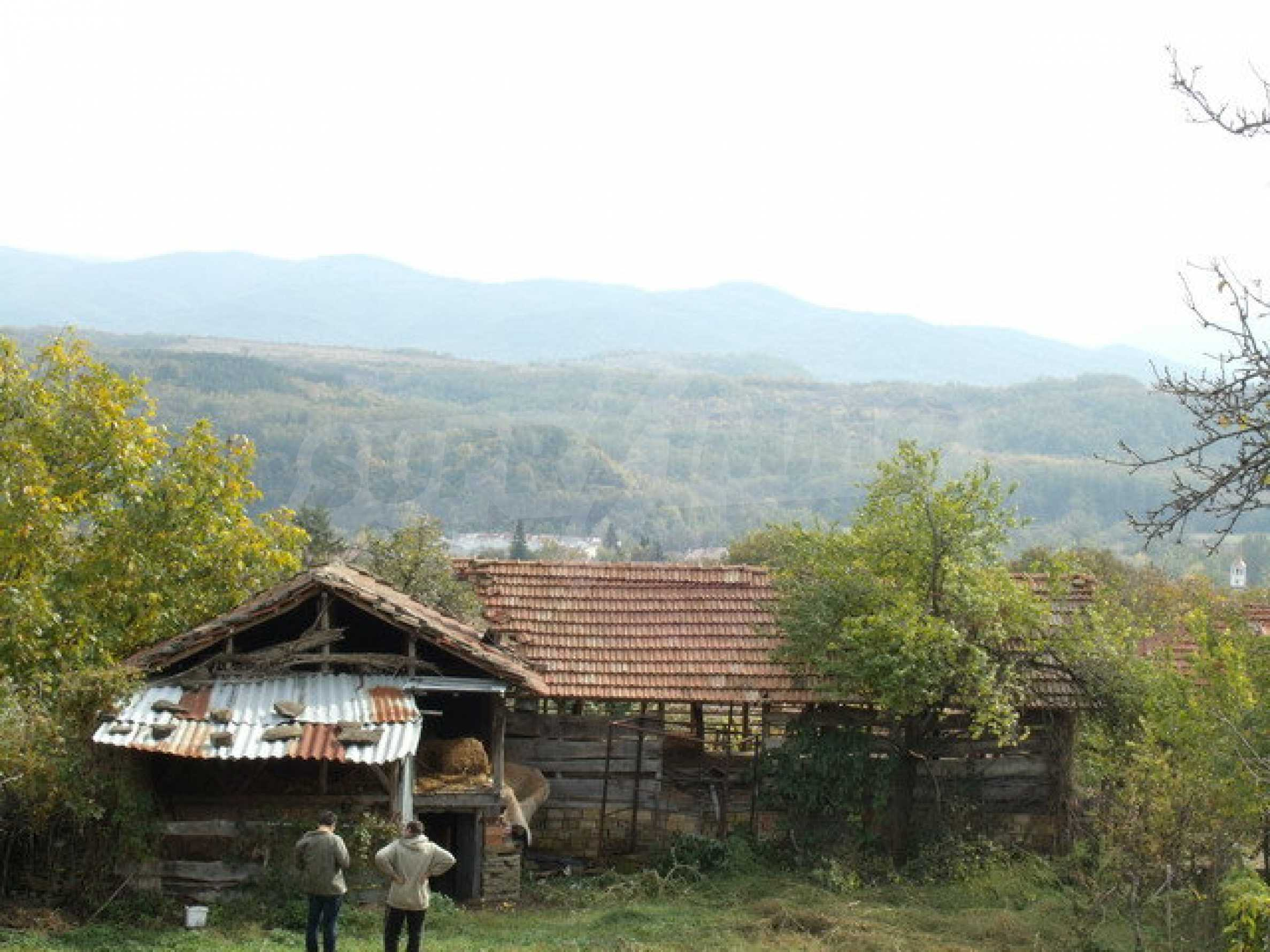 House in a small town, 15 km. from the old capital of Veliko Tarnovo 35