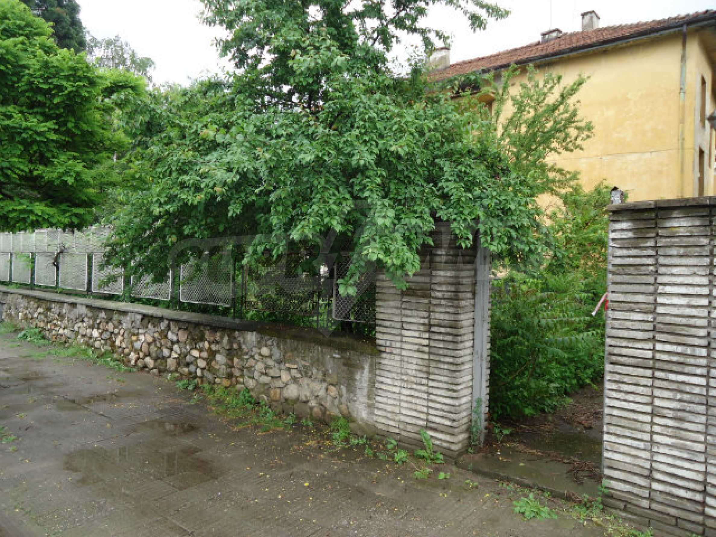 Building with garden area in the town of Kyustendil 2