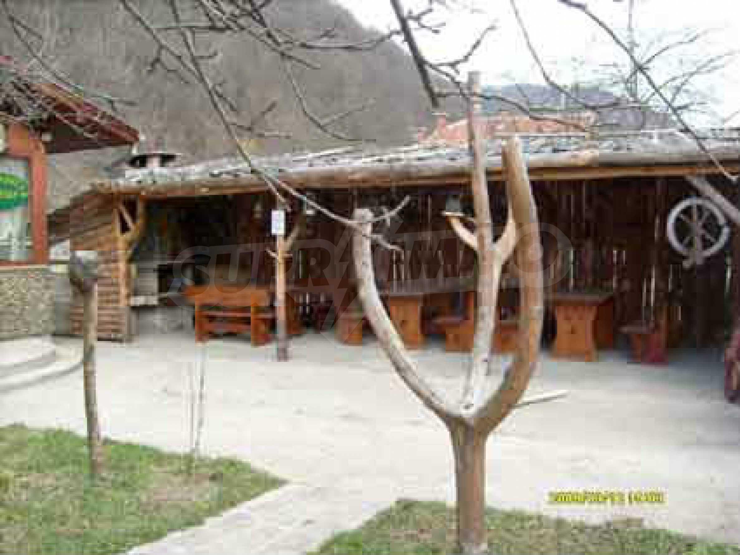 Небольшой ресторан с прекрасным садом в селе Рибарица 1