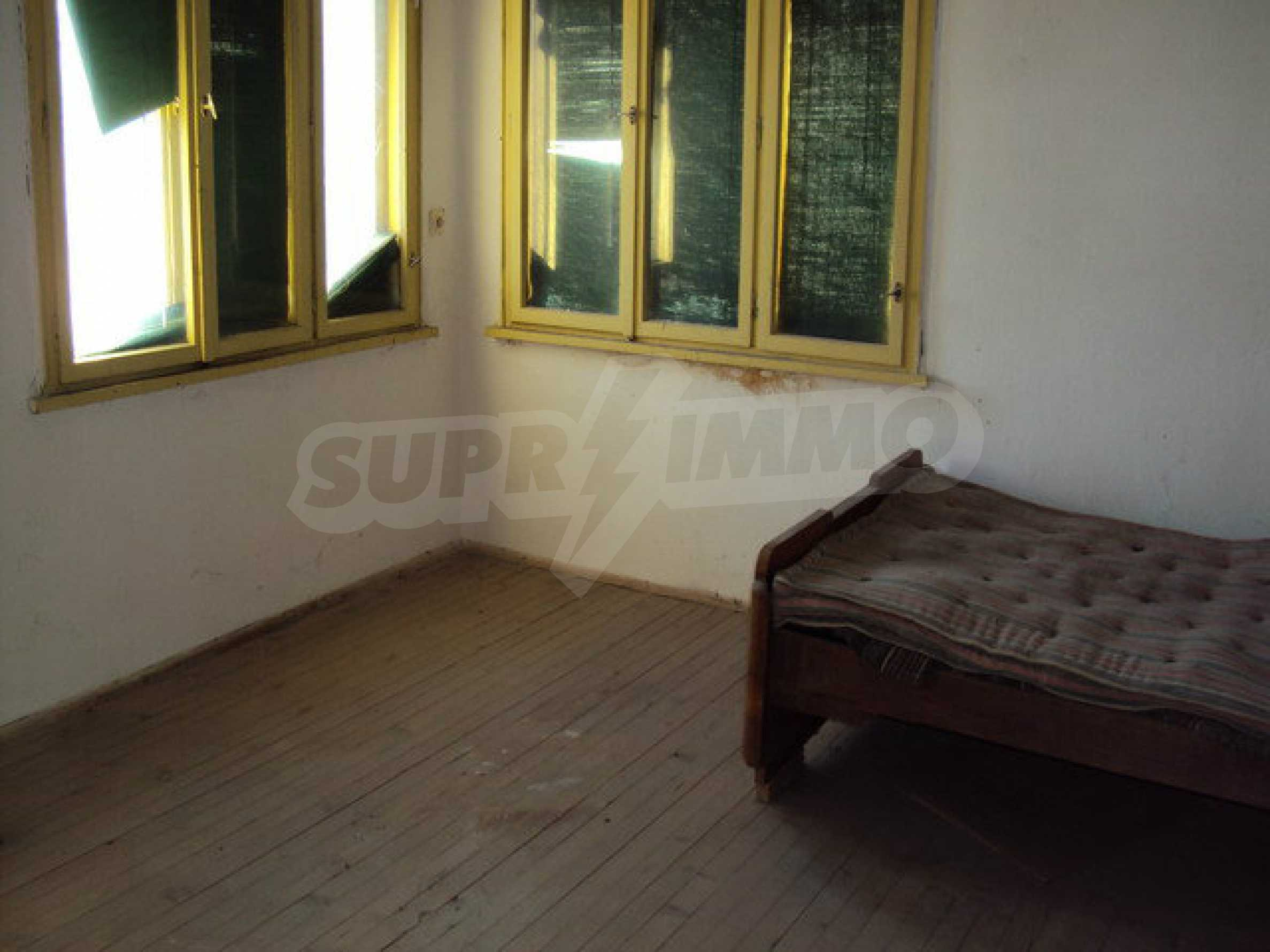 Spacious house in excellent condition in a village 25 km. the old capital of Veliko Tarnovo 11