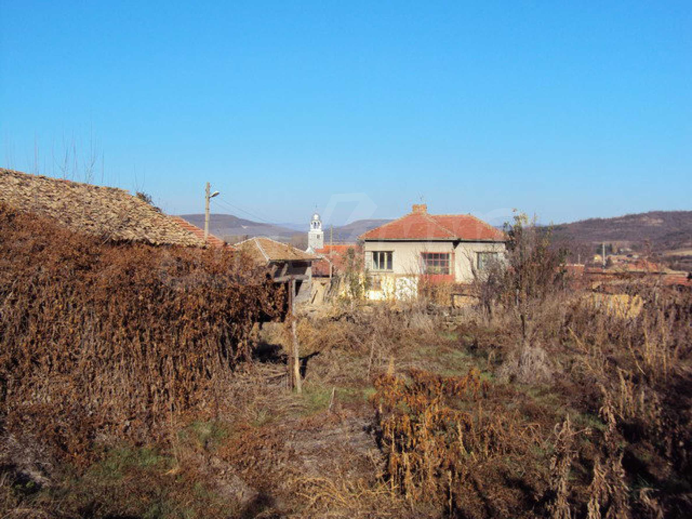 Spacious house in excellent condition in a village 25 km. the old capital of Veliko Tarnovo 29